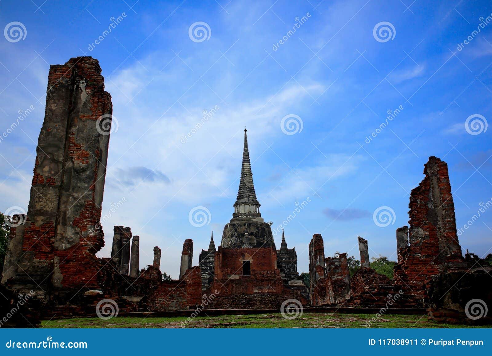 Templo viejo en el turista de AYUTTHAYA en Tailandia