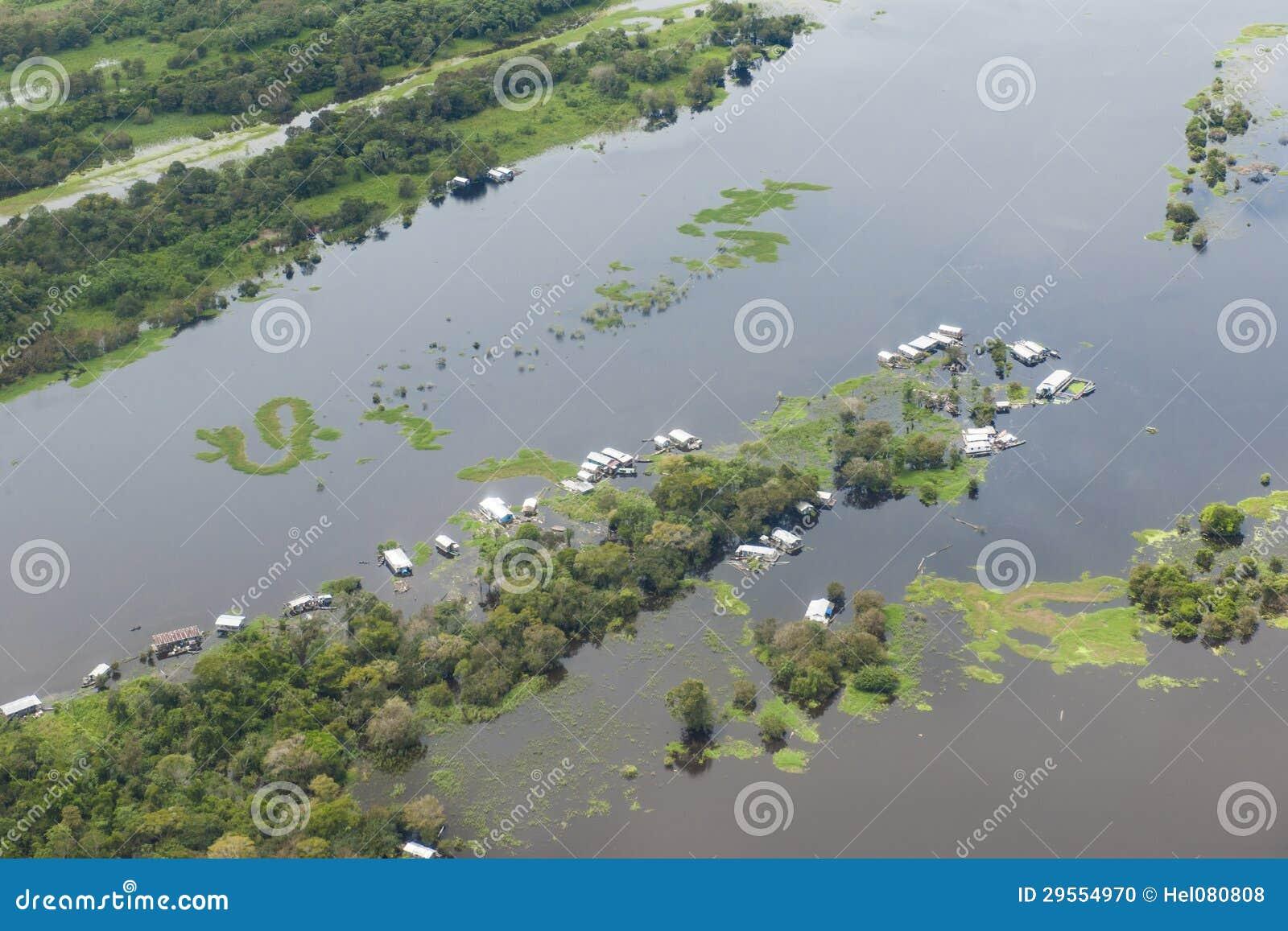 Tempo da inundação em Amazon - visto do plano