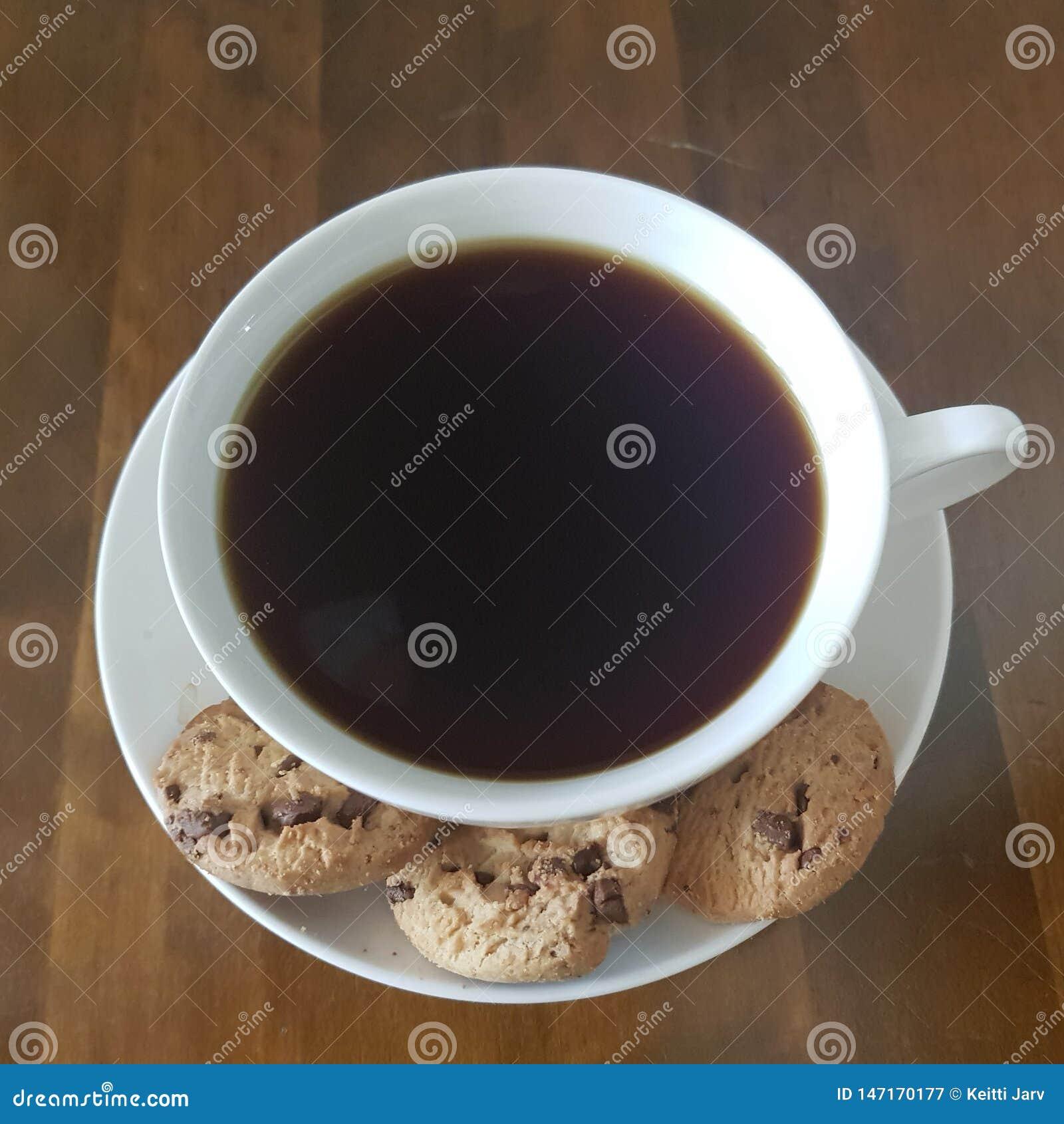 Tempo da qualidade das cookies do café preto e dos pedaços de chocolate