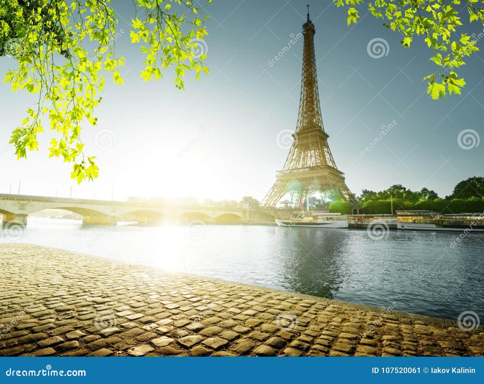 Tempo de mola em Paris