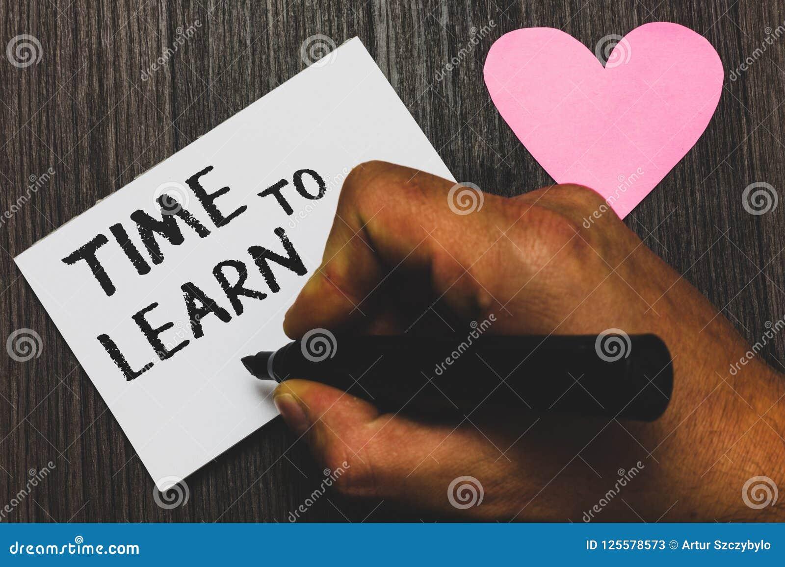Tempo di scrittura del testo della scrittura di imparare Il significato di concetto ottiene la conoscenza nuova o l abilità educa
