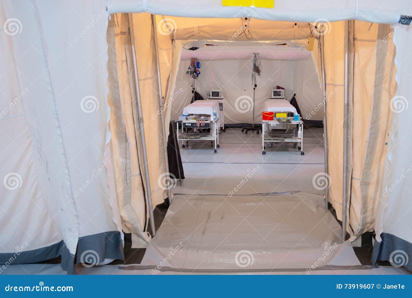 Tenda Da Campo.Tenda Dell Ospedale Da Campo Con I Letti Immagine Stock