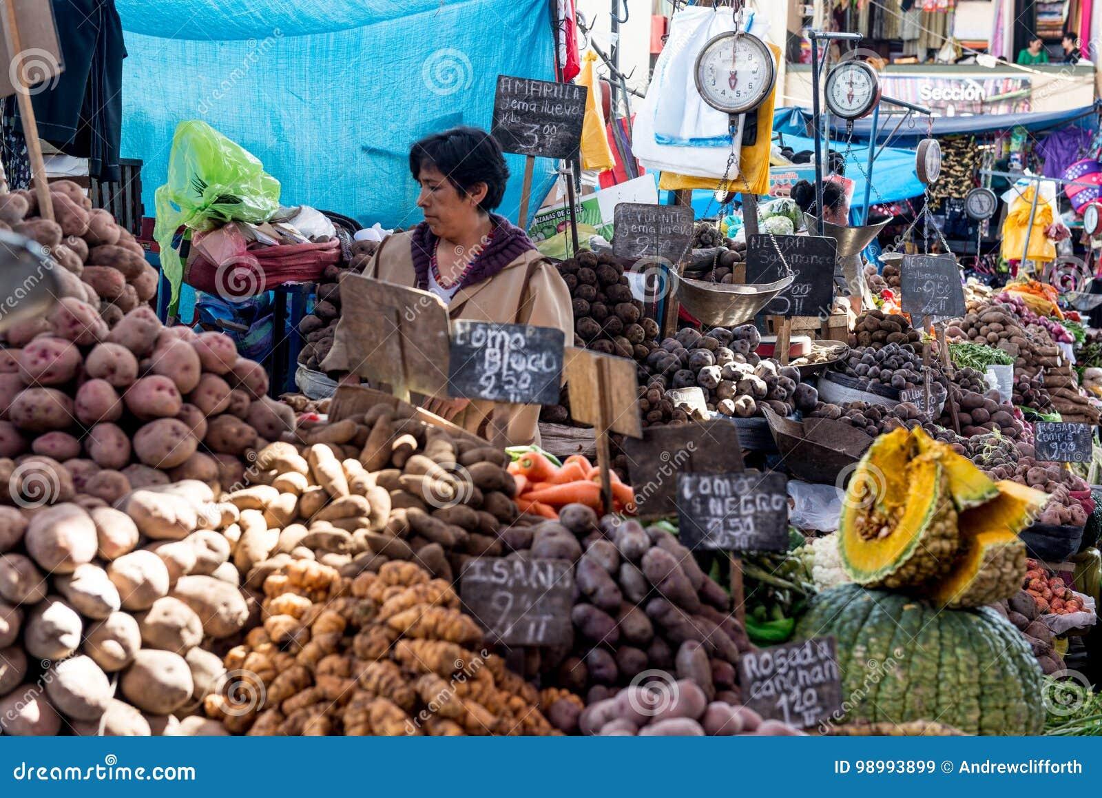 Tenda do mercado da batata no Mercado San Camilo