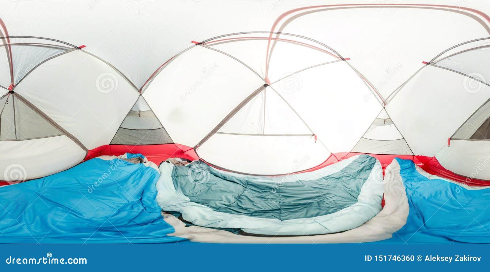 Tenda interna dentro la vista, due sacchi a pelo, stuoie Panorama sferico 360vr