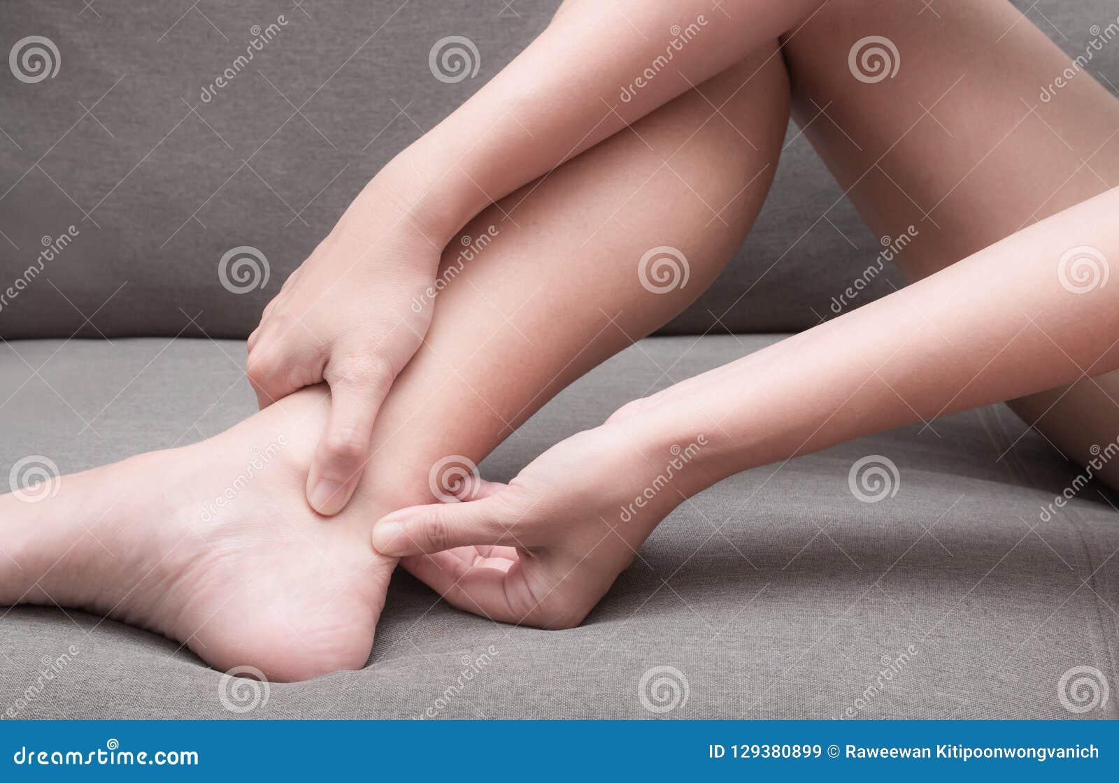 Tendinitis Ахилла, ушиб после работать и бег Нужно увидеть доктора для обработки