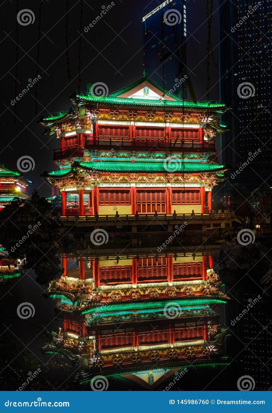 Tengwang pawilonu odbicia nocy scena