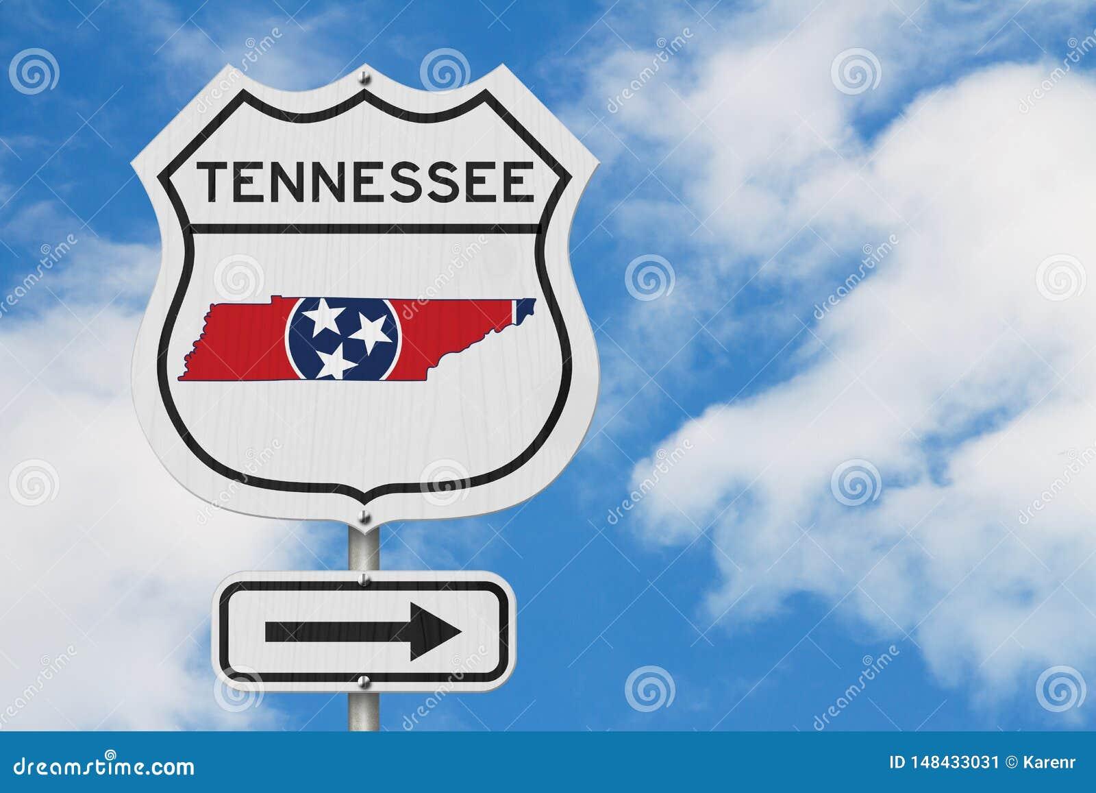 Tennessee-Karte und Zustandsflagge auf einem USA-LandstraßenVerkehrsschild