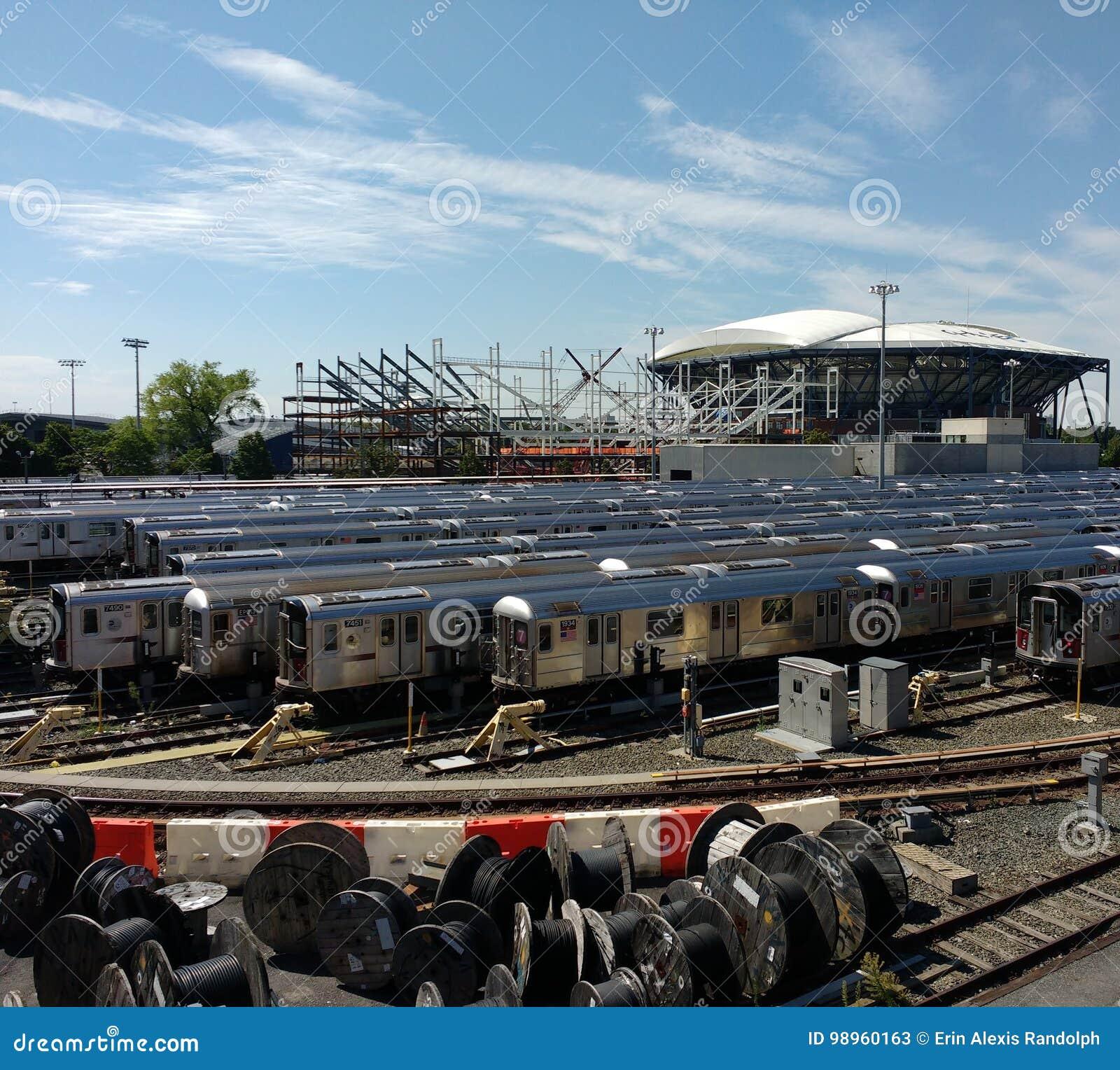 Tennis, Louis Armstrong Stadium Under Construction de côté Arthur Ashe Stadium de Corona Rail Yard, NYC, NY, Etats-Unis