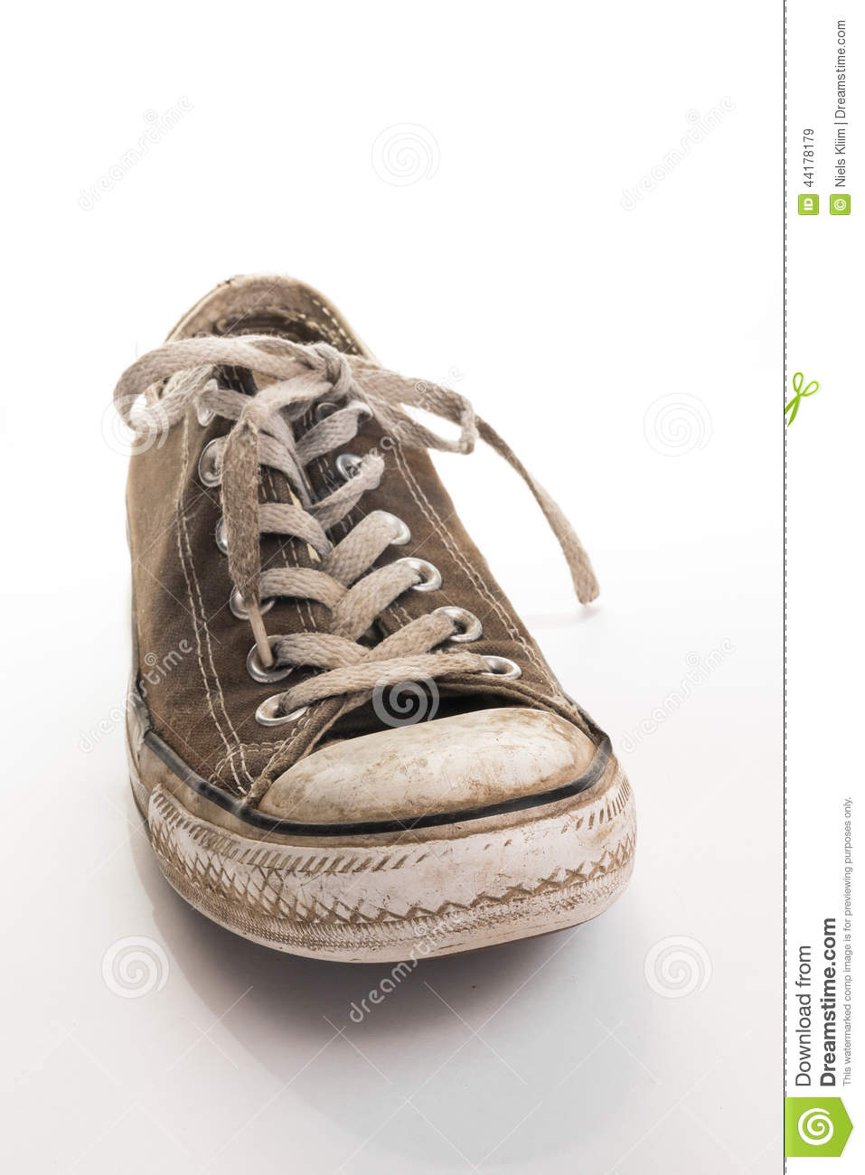 how to clean old dirty white shoes