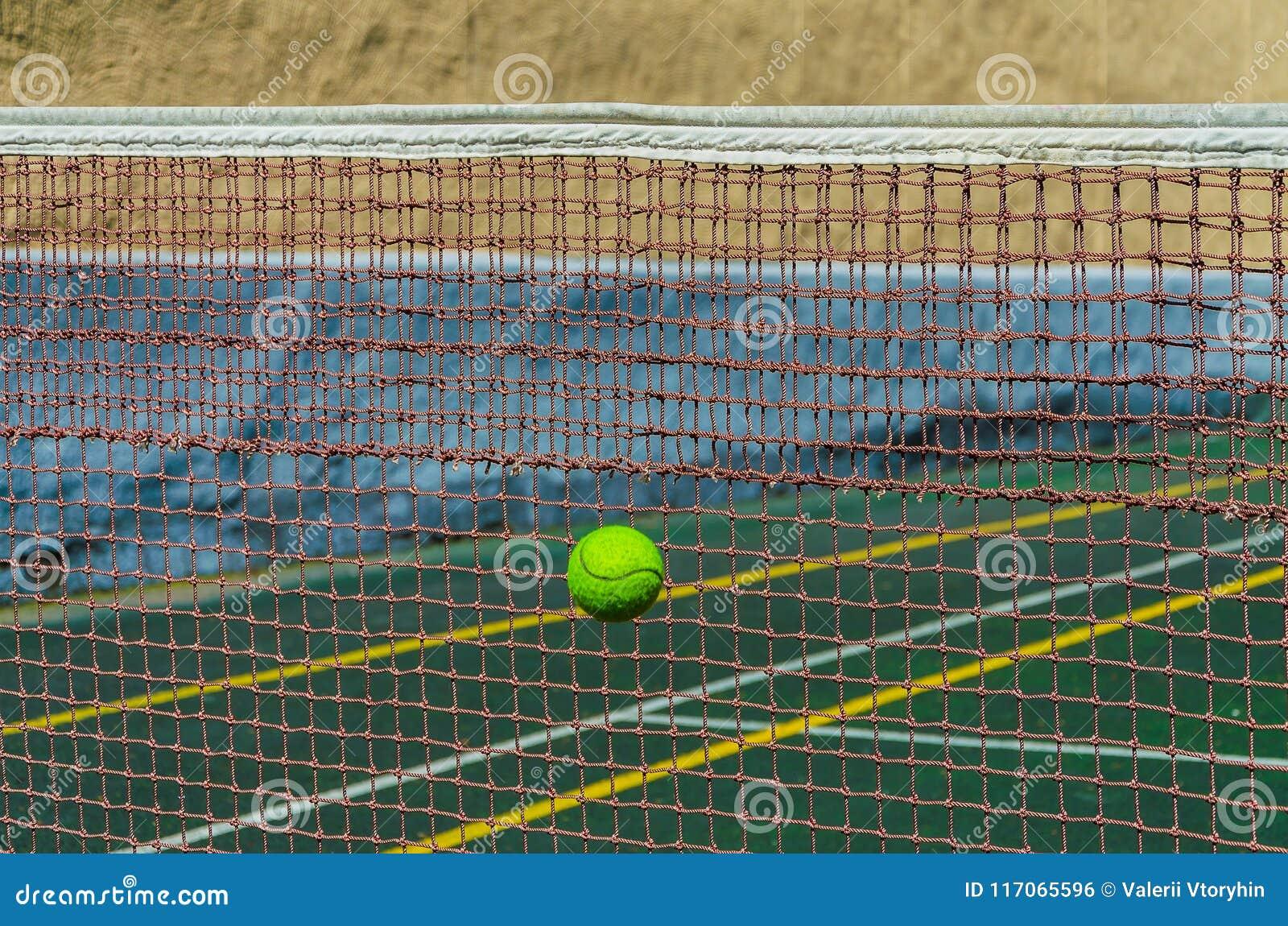 Tennisbana, raster och boll
