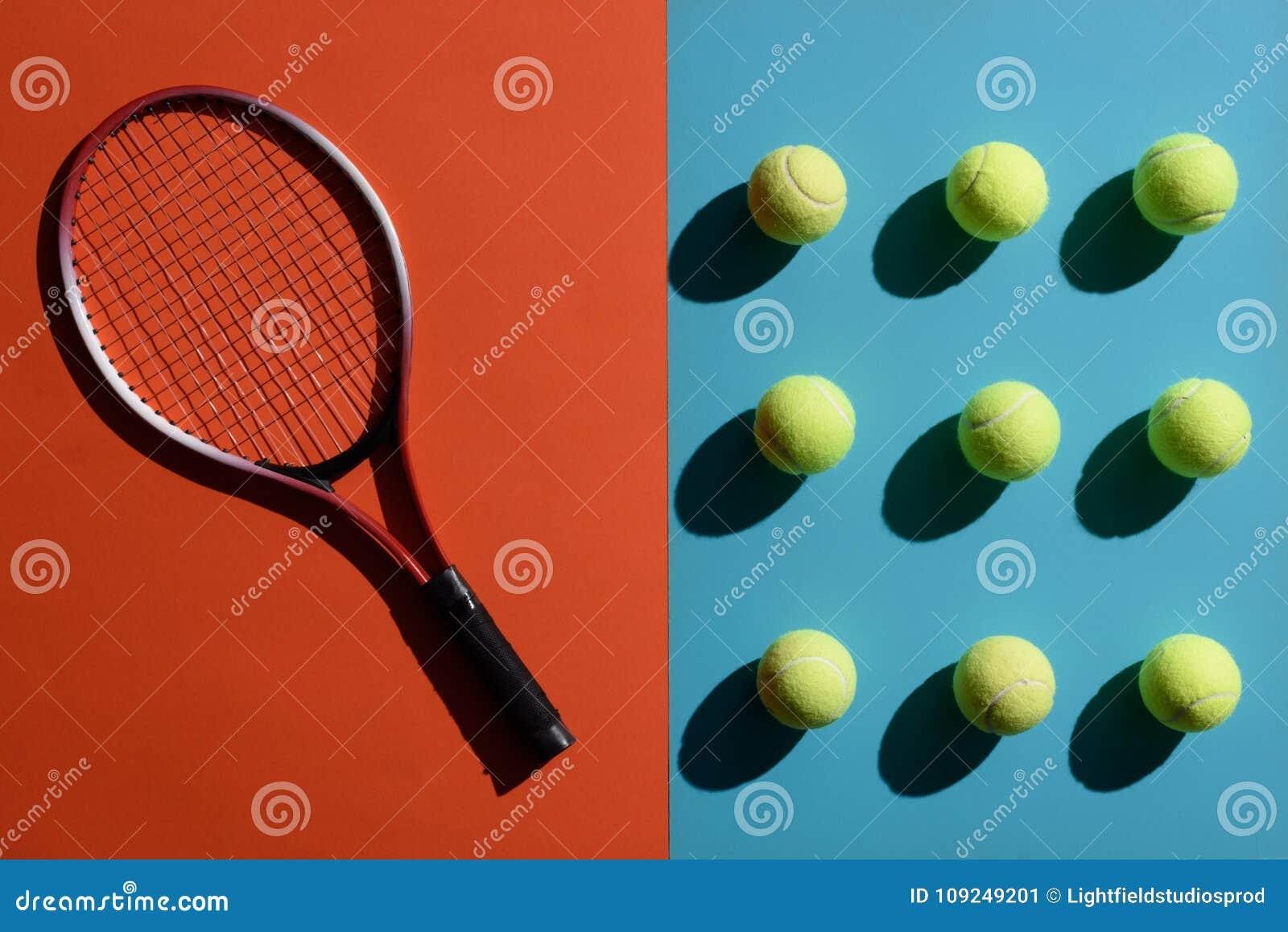 Tennisracket och bollar