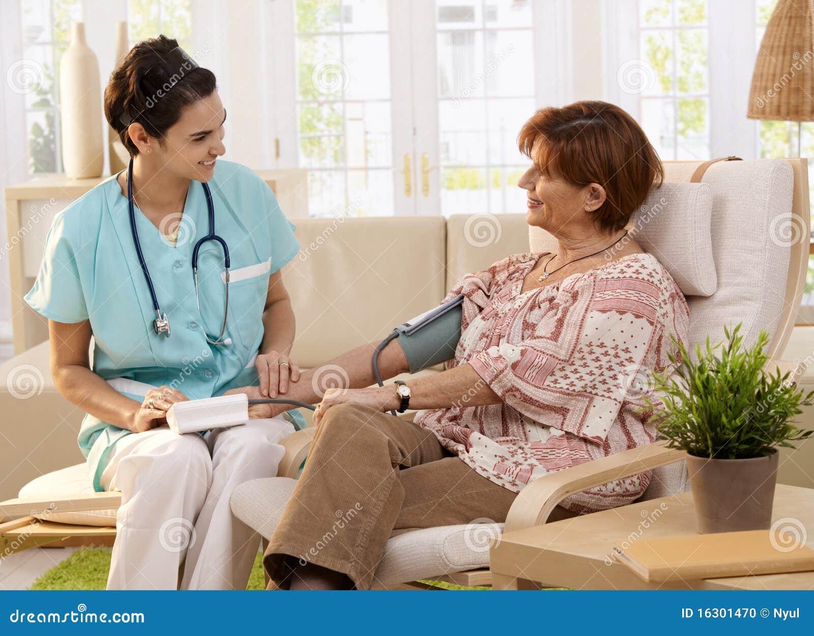 Tension artérielle de mesure d infirmière