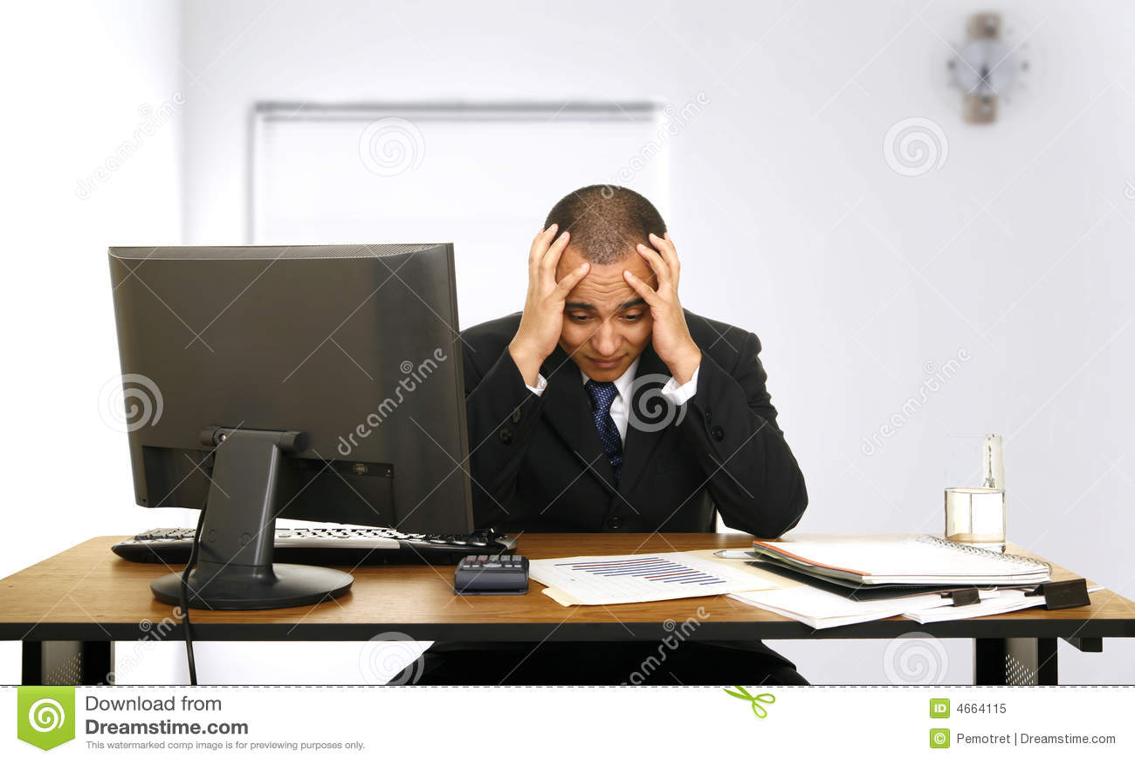 tension des employ s dans son bureau photo libre de droits image 4664115. Black Bedroom Furniture Sets. Home Design Ideas