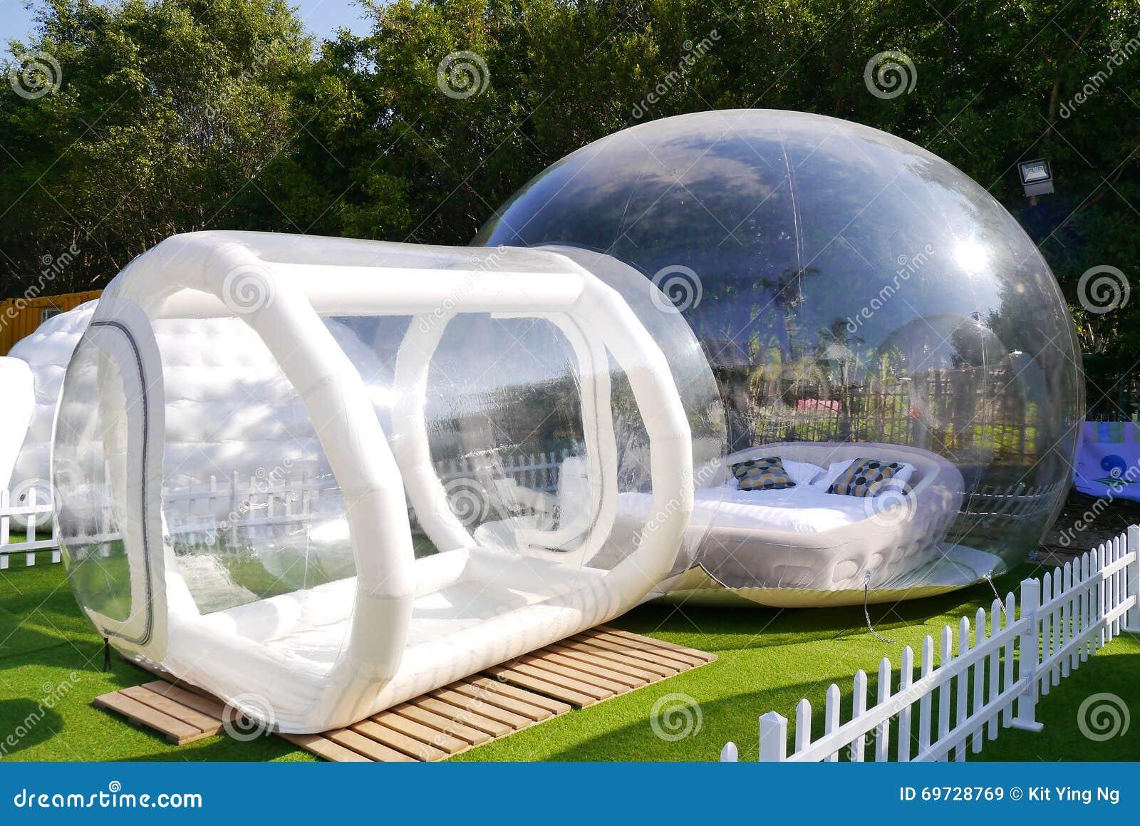 Tente transparente de plastique de bulle photo stock image 69728769 - Tente bulle transparente ...