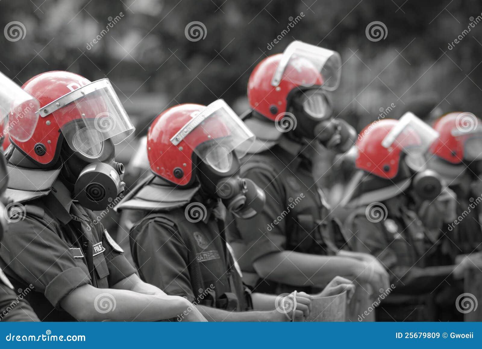 Tenue anti-émeute