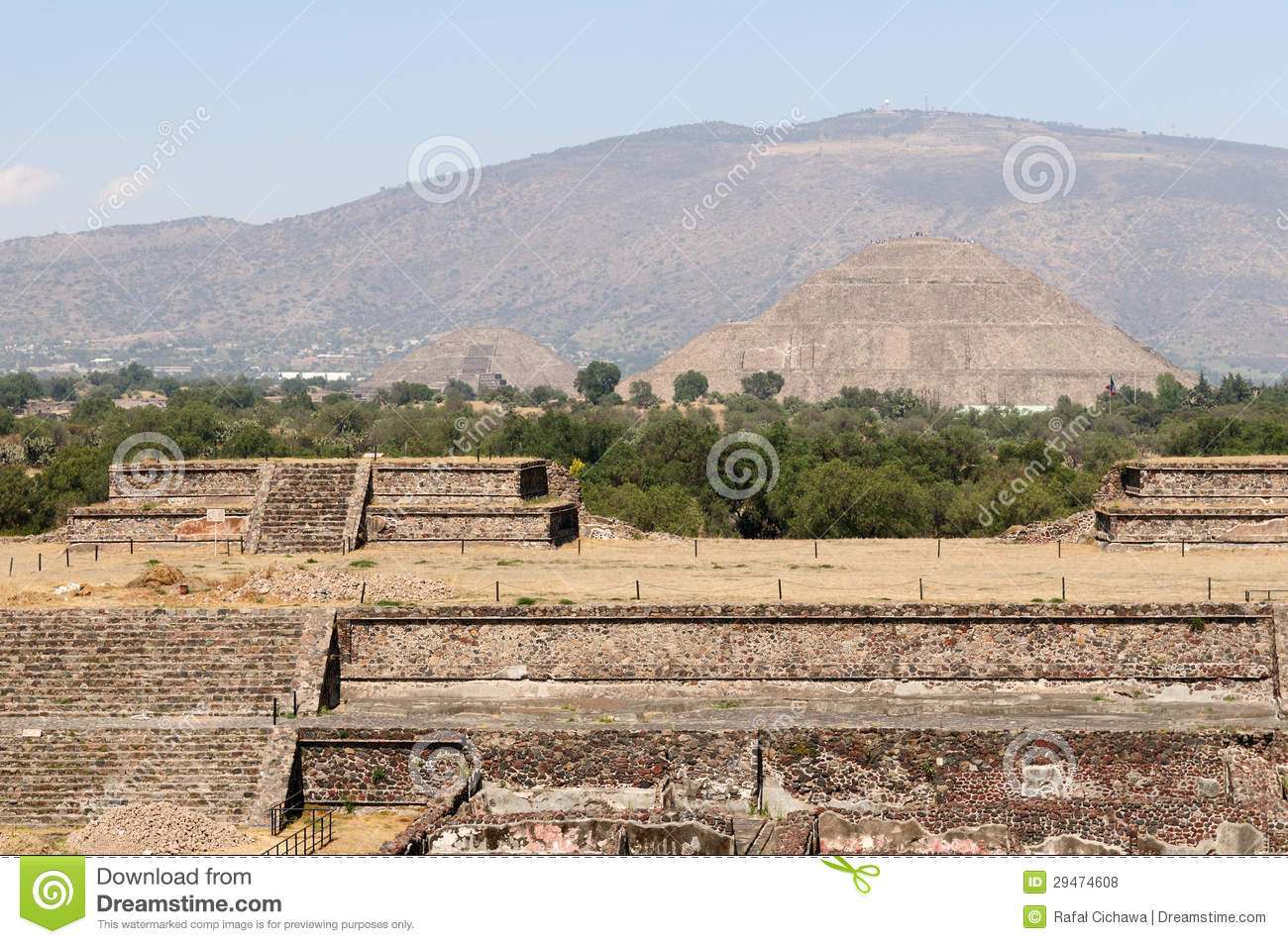 aztec and teotihuacan It was built by hand more than a thousand years before the swooping arrival of the nahuatl-speaking aztec in central mexicobut it was the aztec, descending on the abandoned site, no doubt.