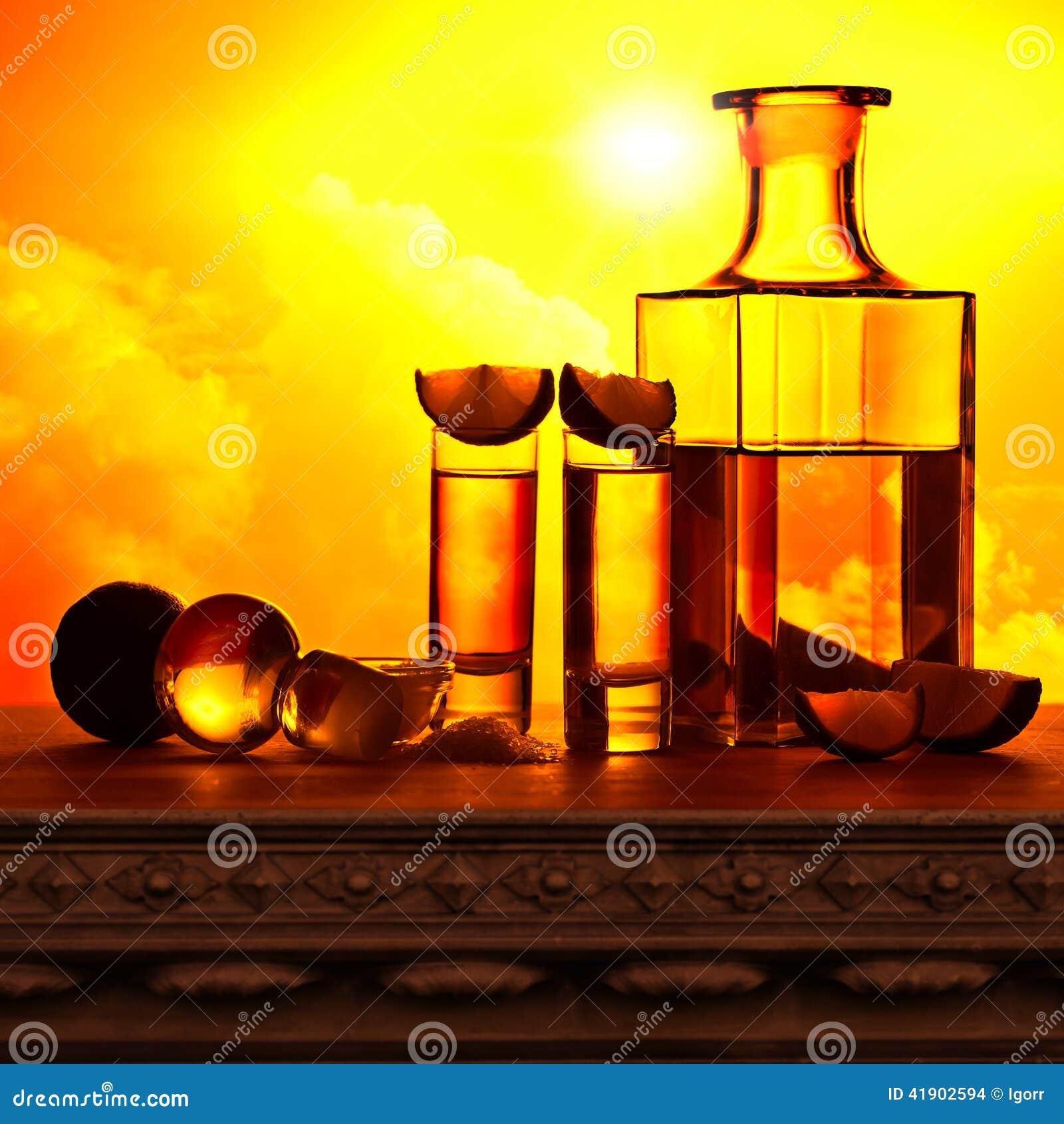 Tequila del oro con la sal y la cal