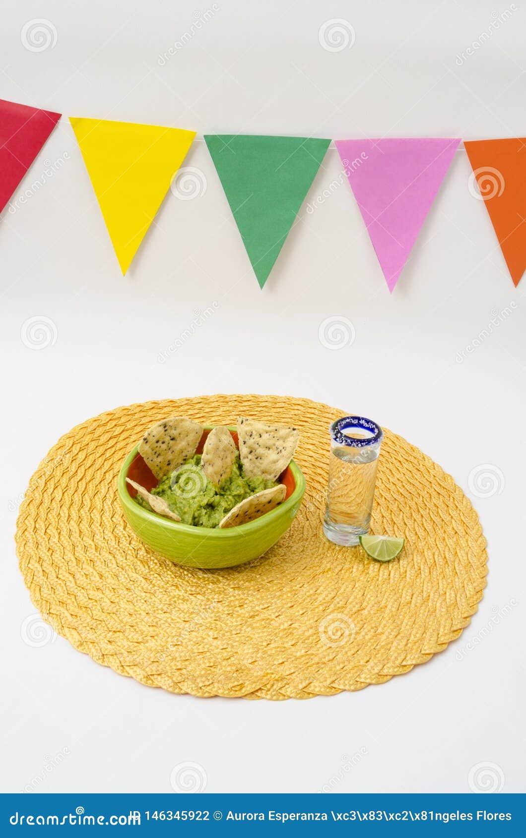 Tequila et guacamole pour la célébration de Cinco de Mayo