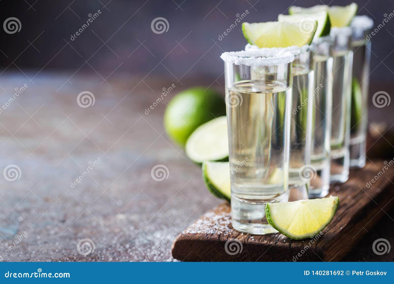 Tequila mexicano do ouro
