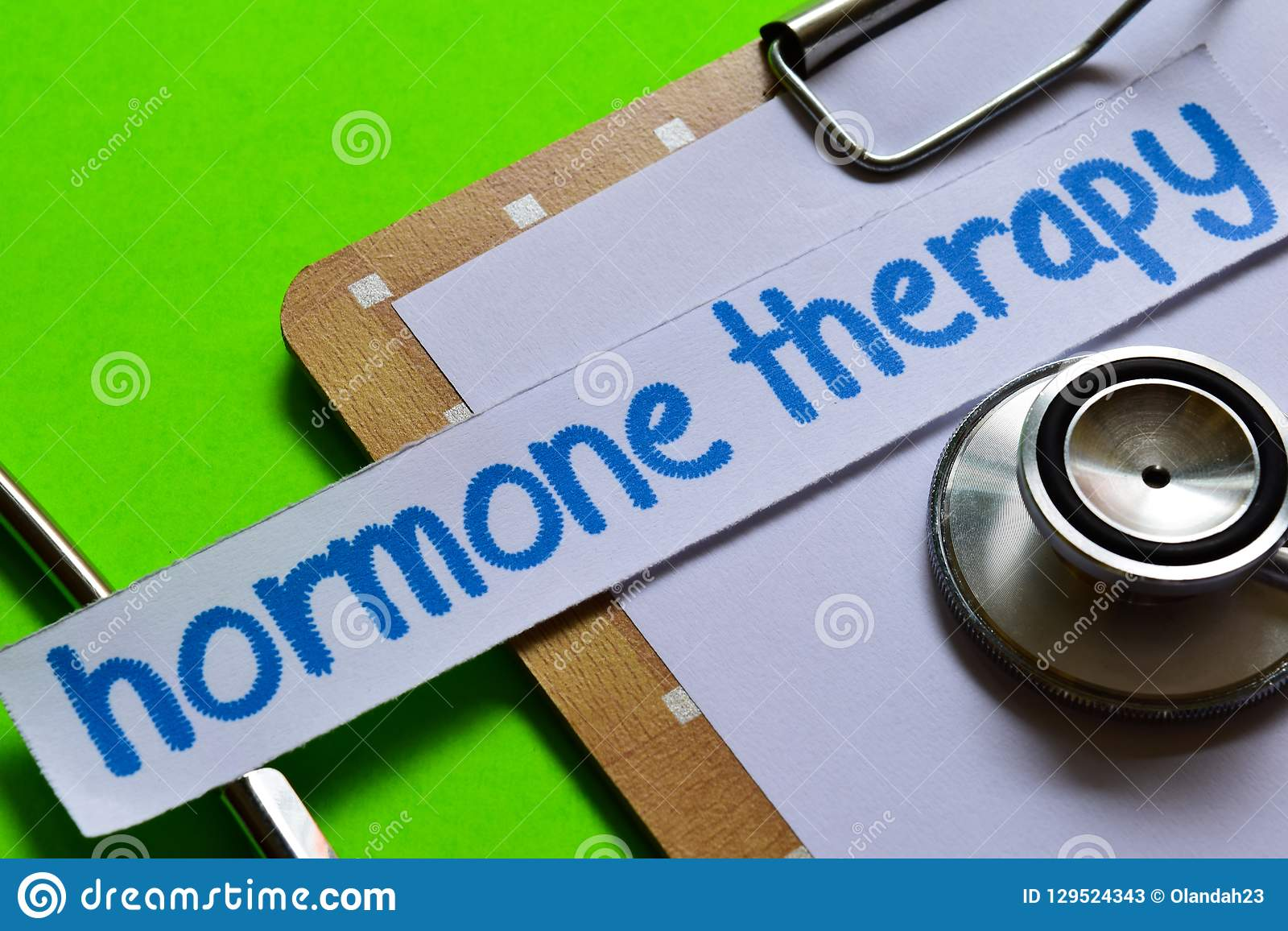 Terapia da hormona no conceito dos cuidados médicos com fundo verde