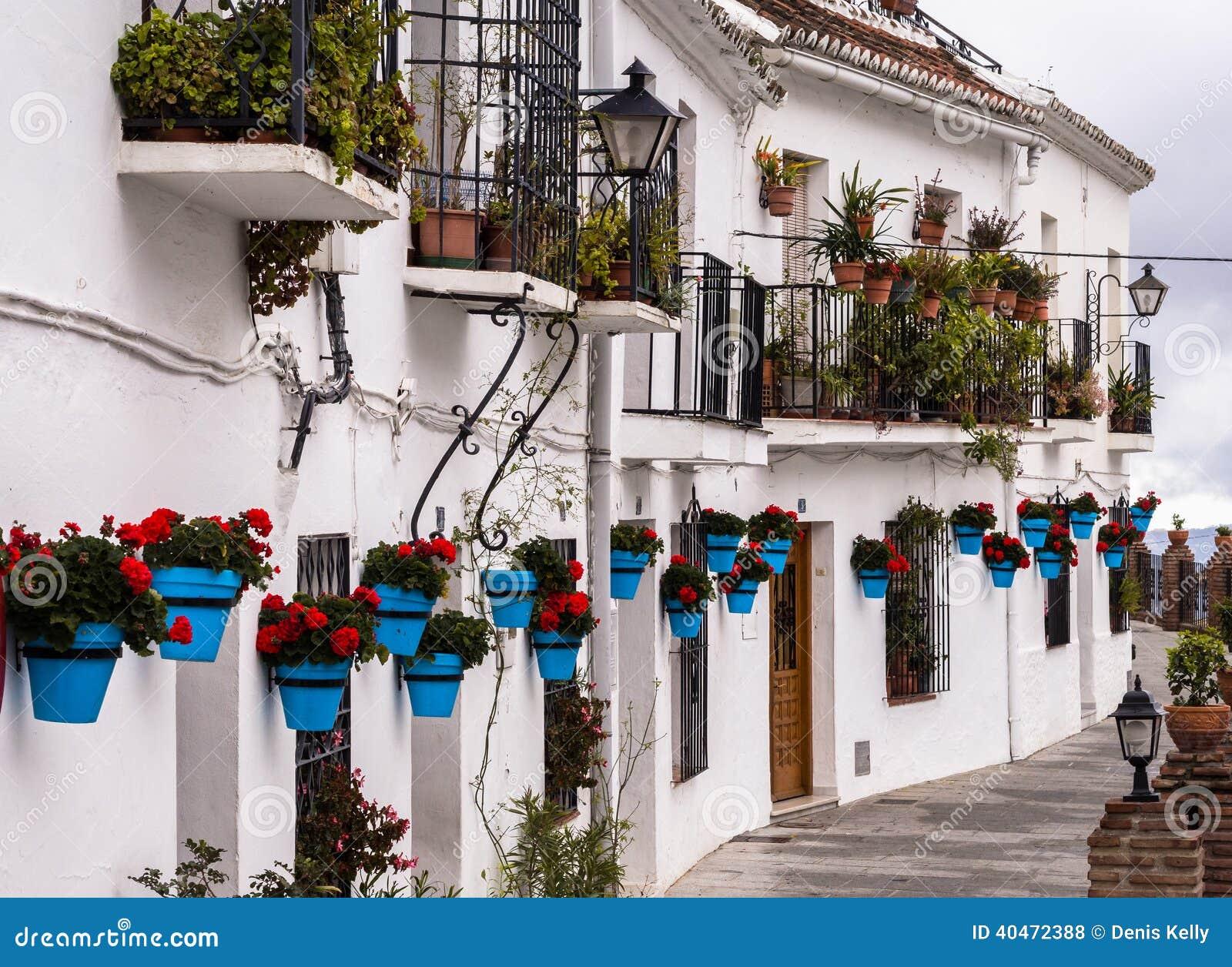 Terassenfu00f6rmig Angelegte Weiu00dfe Hu00e4user In Andalusien ...