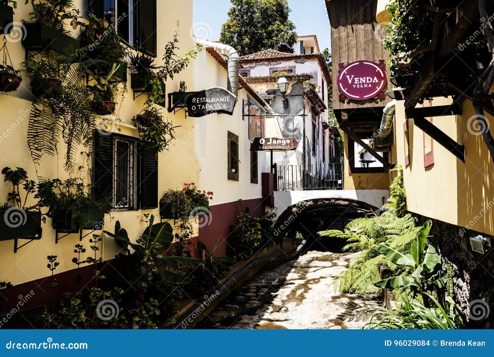 Teren wokoło Santa Maria ulicy w Funchal na wyspie Madiera
