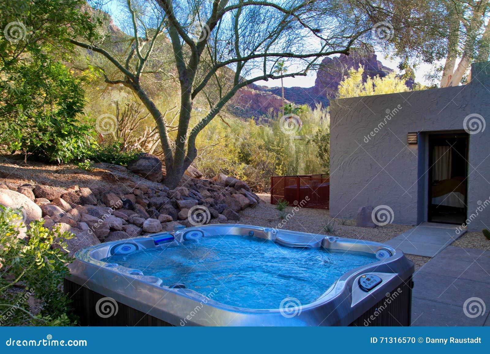 Termas modernos da banheira de hidromassagem do recurso do hotel