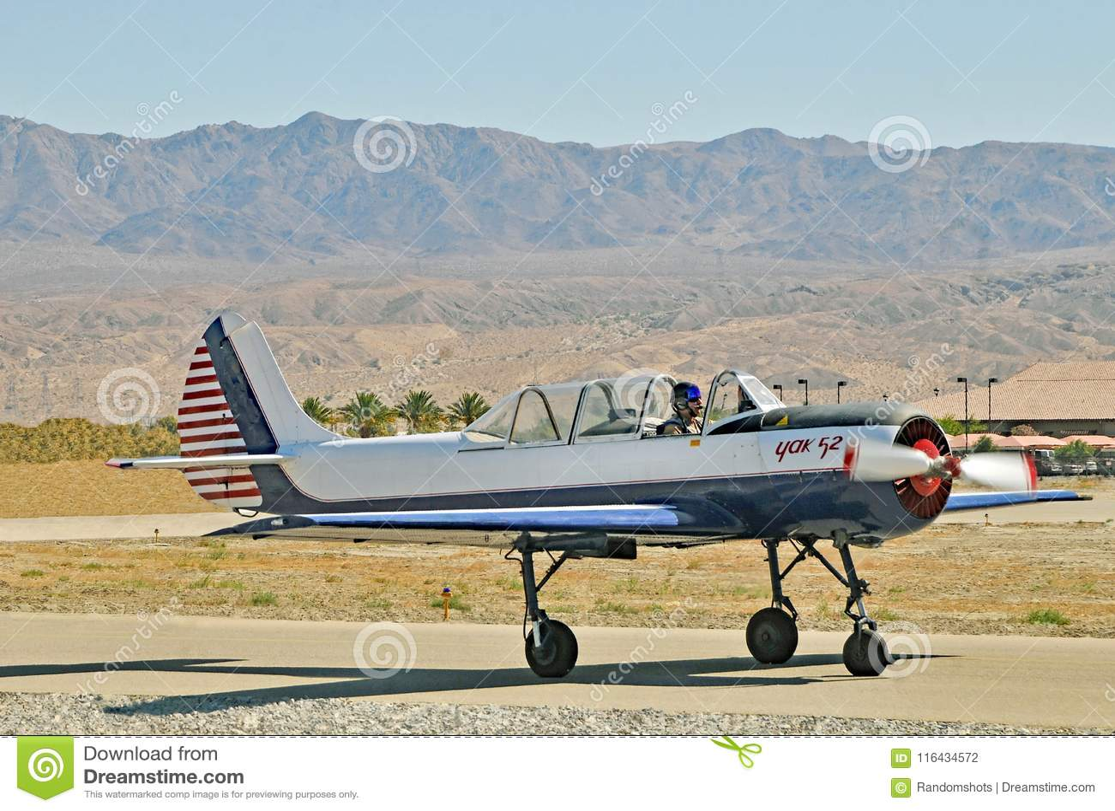Termiczny pokaz lotniczy: Czerwona Eagle eskadra