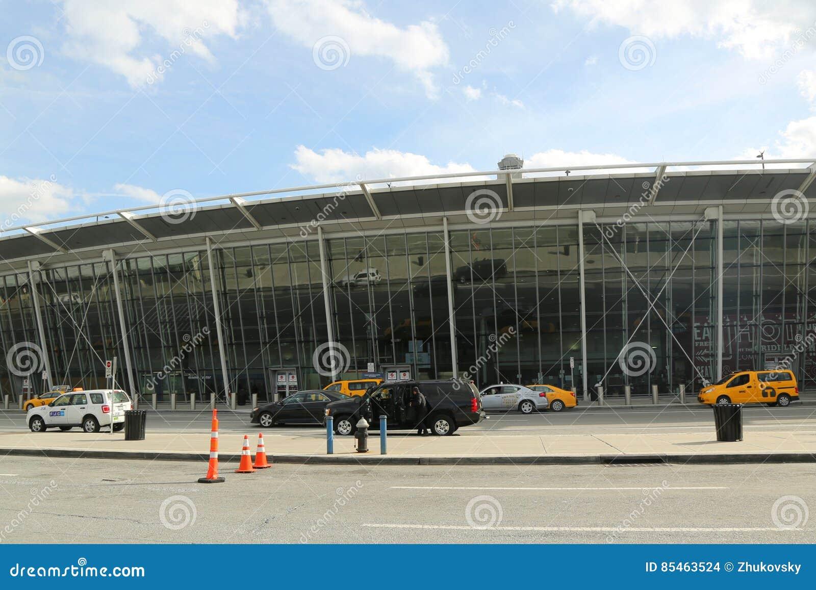Aeroporto York : Terminal 4 da linha aérea do delta no aeroporto internacional de jfk