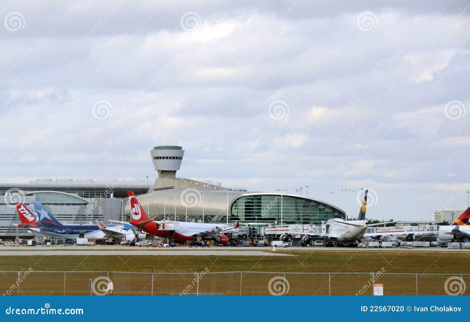 terminal de aeroporto de miami imagem editorial - imagem