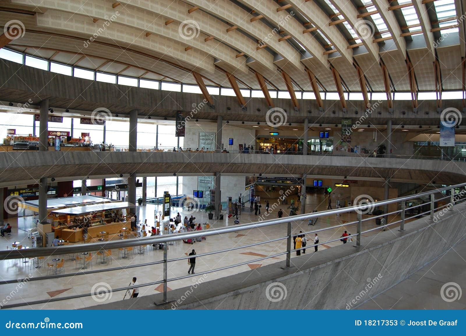 Aeroporto Tenerife Sud : Terminale di aeroporto tenerife norte fotografia stock editoriale