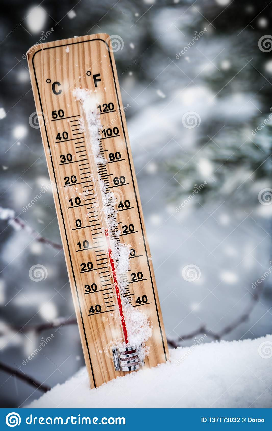 Termometro Con La Temperatura Sotto Zero Attaccato Nella Neve Fotografia Stock Immagine Di Strumento Gennaio 137173032 15,361 likes · 404 talking about this · 937 were here. https it dreamstime com termometro con la temperatura sotto zero attaccato nella neve image137173032