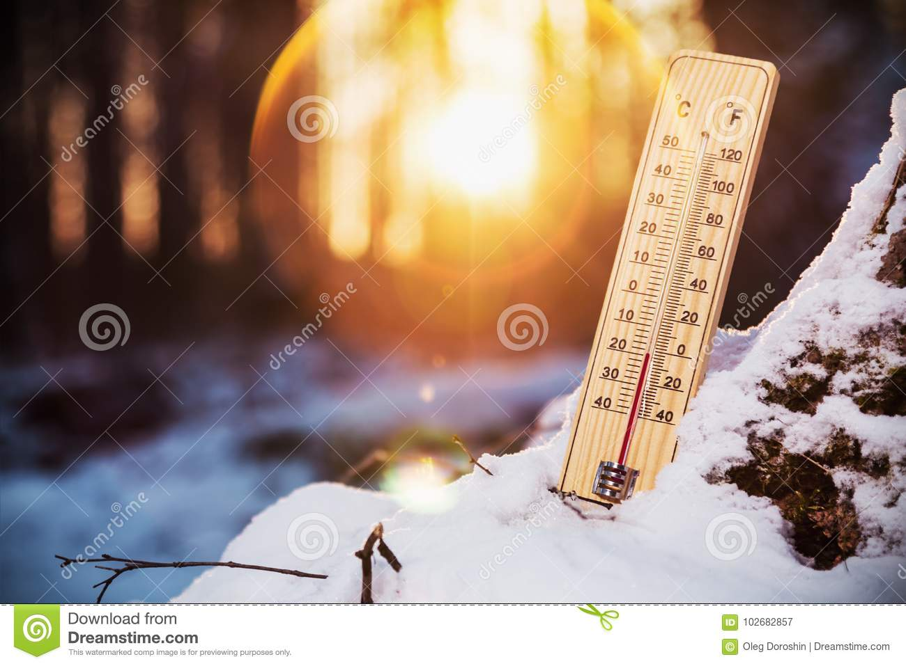 Termometro Con Le Temperature Sotto Zero Immagine Stock Immagine Di Vetro Clima 102682857 La neve è caduta in quasi tutti i comuni in tutta la zona intorno a fiuggi, formando uno strato di oltre trenta centimetri a filettino. https it dreamstime com termometro con le temperature sotto zero image102682857