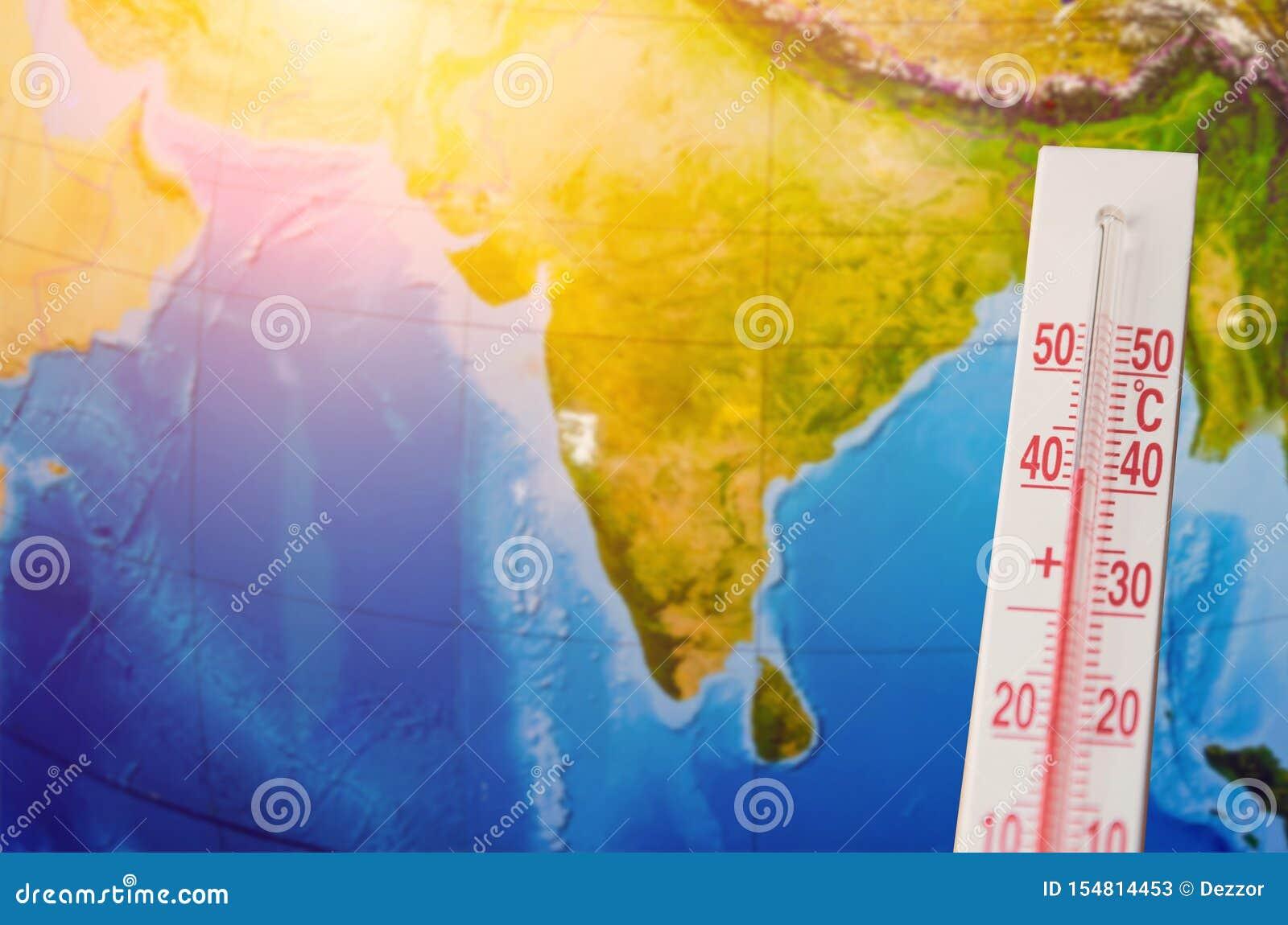 Termometro con una temperatura elevata centigrado di quaranta gradi, contro lo sfondo del subcontinente indiano del continente Te