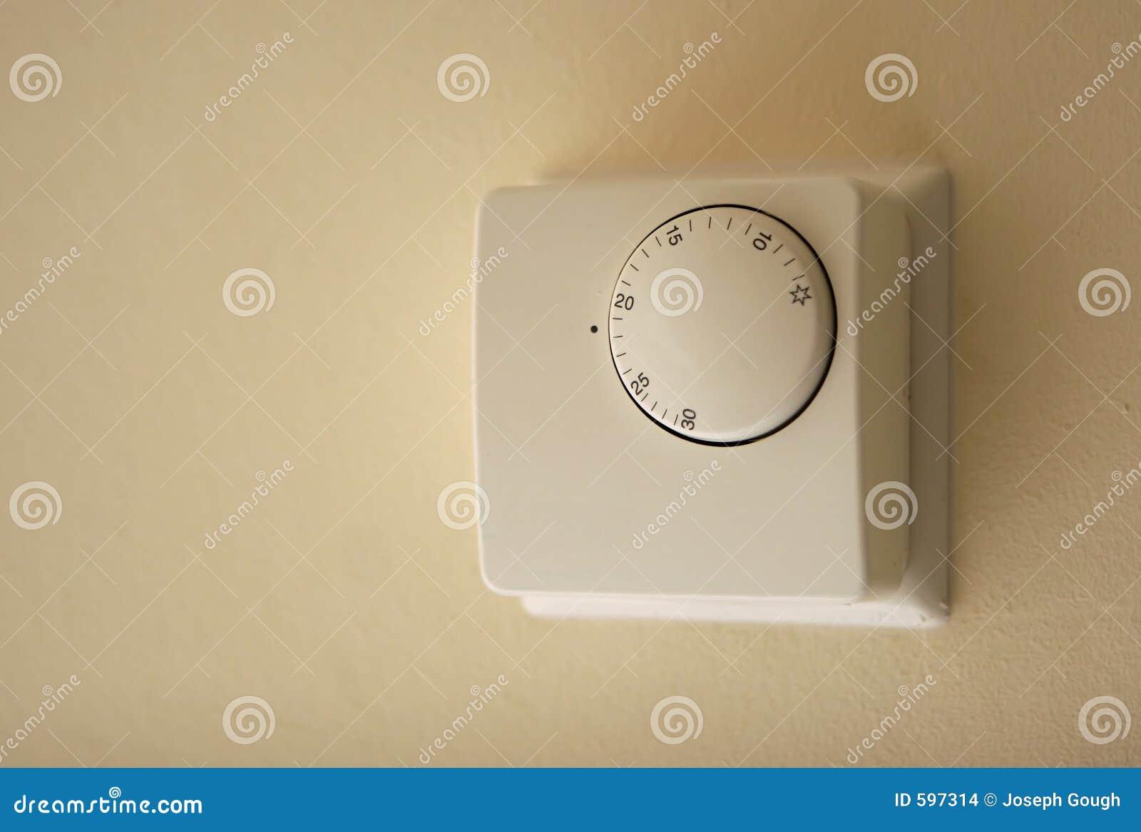 Termostato Della Caldaia Del Riscaldamento Domestico Immagini Stock - Immagine: 597314