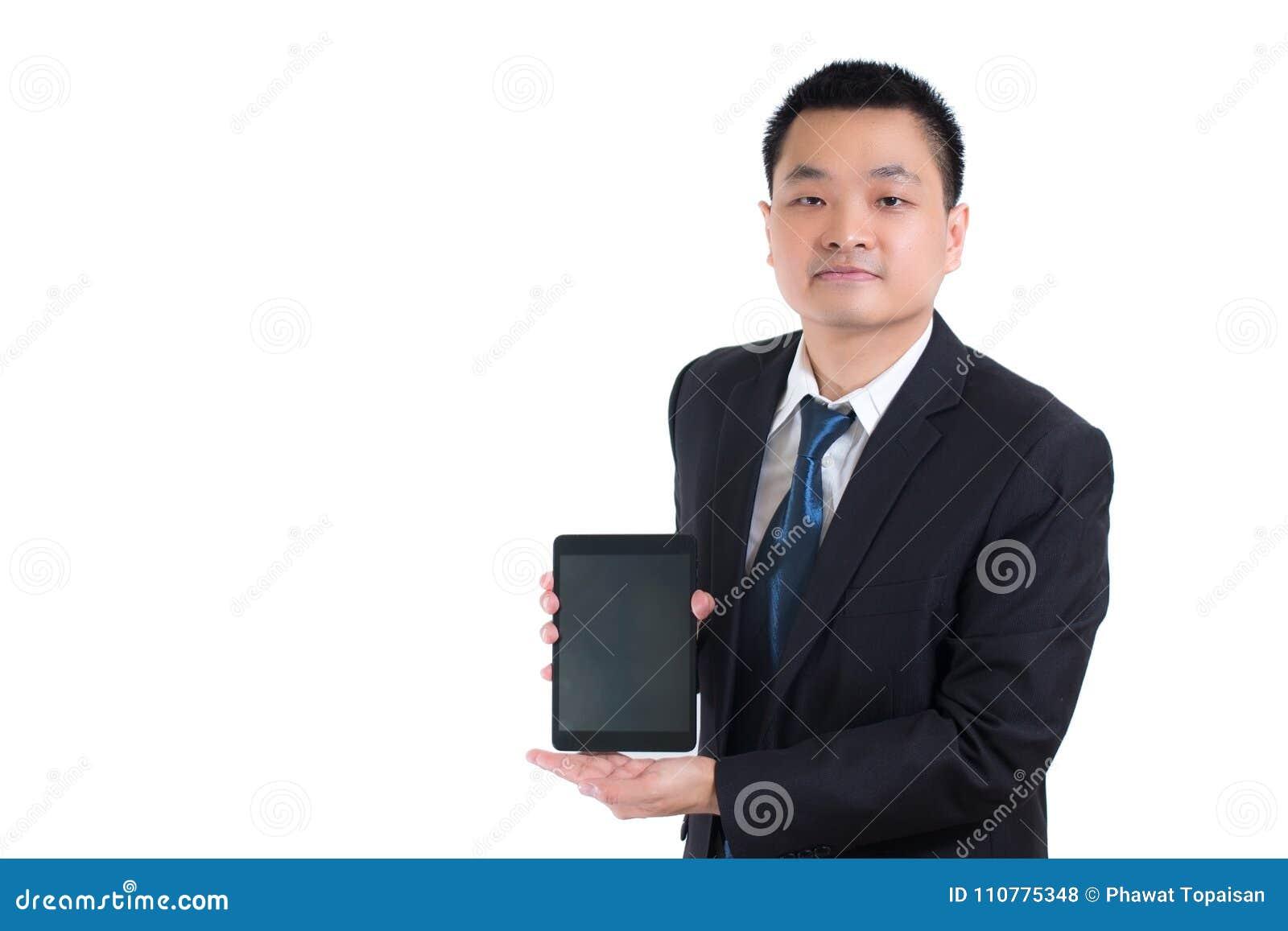 Terno do preto do desgaste do homem de negócios do close up Entregue guardar a tela vazia tela digital do espaço da cópia da plac
