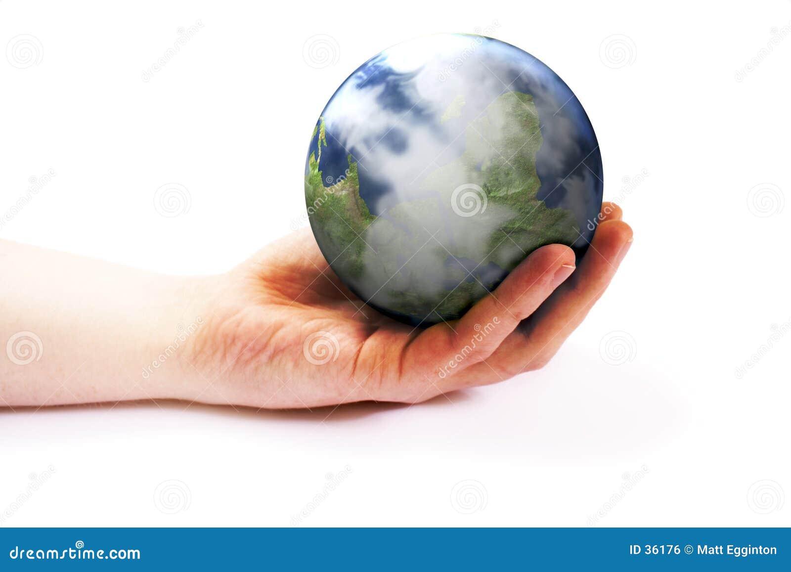 Terra da terra arrendada da mão