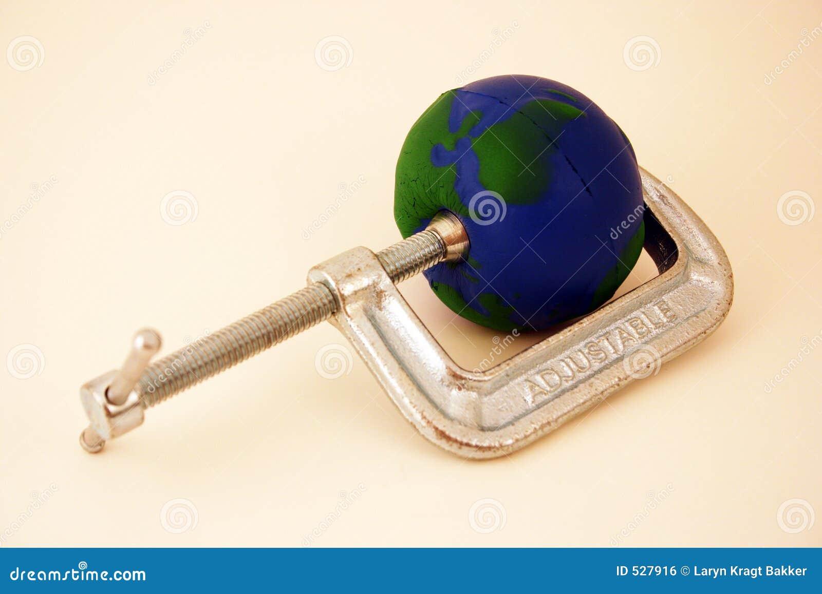 Terra que está sendo espremida pela braçadeira