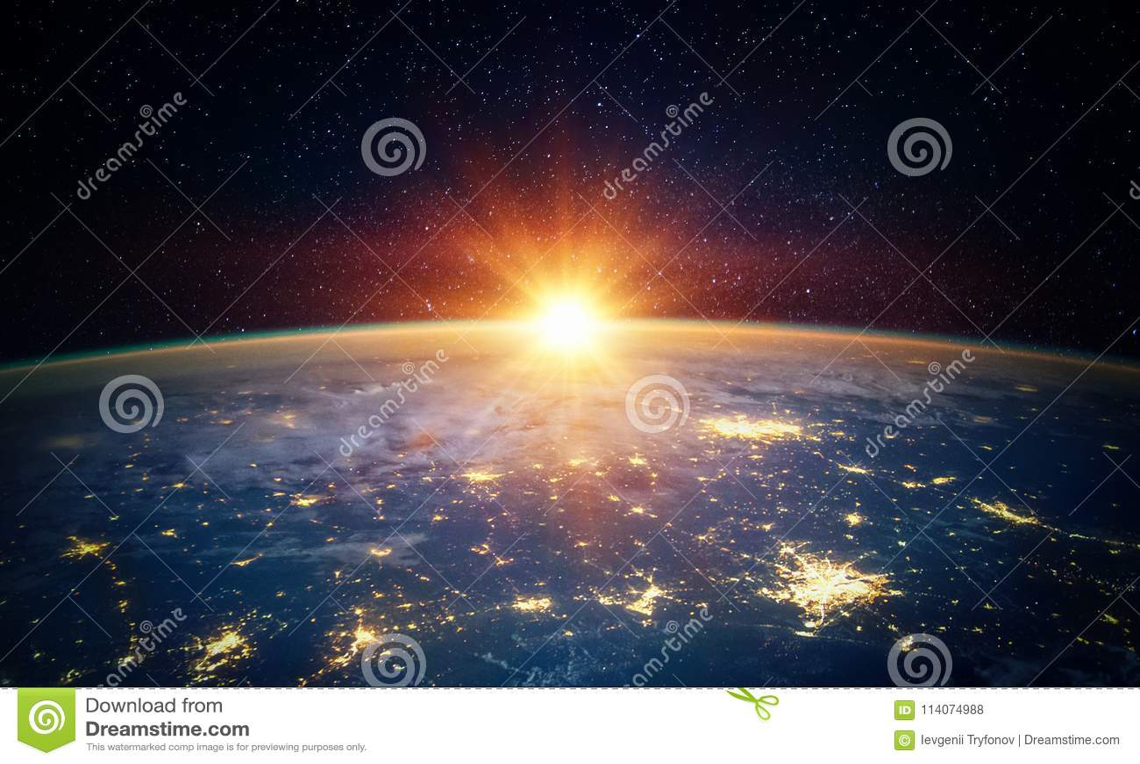 Terra, sole, stella e galassia Alba sopra pianeta Terra, vista per