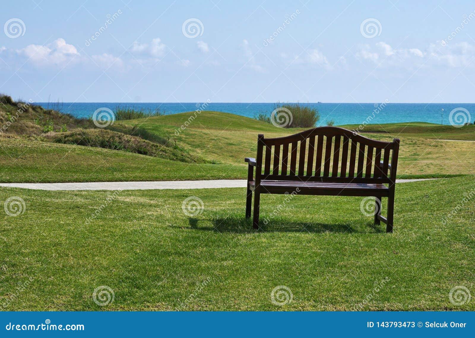 Terrain de golf près de plage