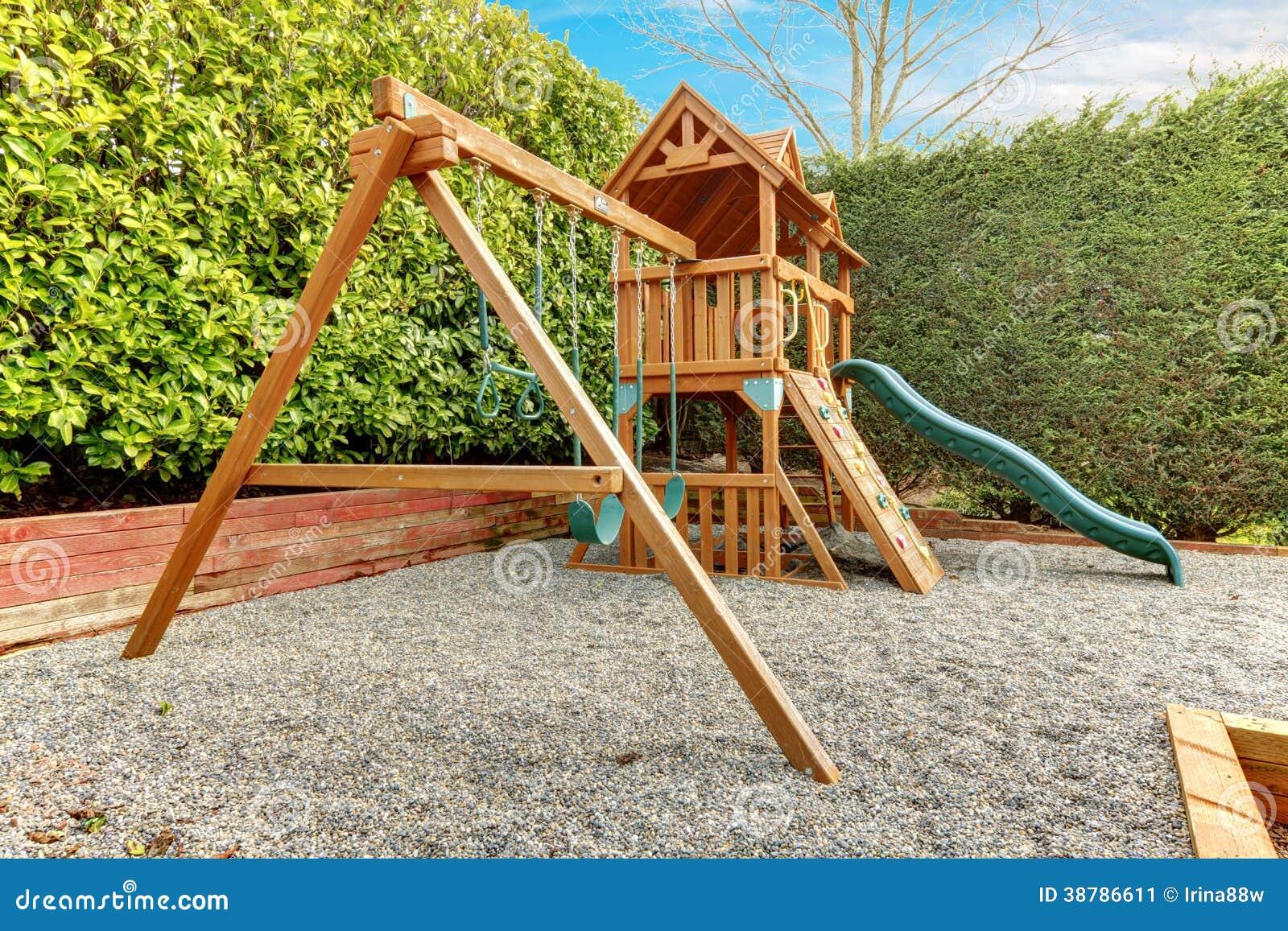 terrain de jeu d 39 arri re cour pour des enfants photo stock image 38786611. Black Bedroom Furniture Sets. Home Design Ideas