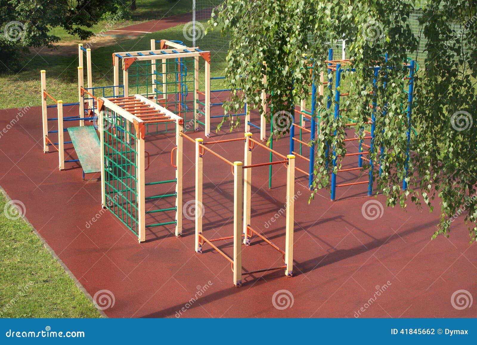 terrain de jeu d 39 enfants dehors en parc d 39 t apr s pluie photo stock image 41845662. Black Bedroom Furniture Sets. Home Design Ideas