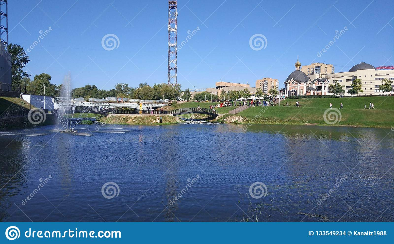 Terraplén del río de Klyazma en la ciudad de Shchelkovo, región de Moscú