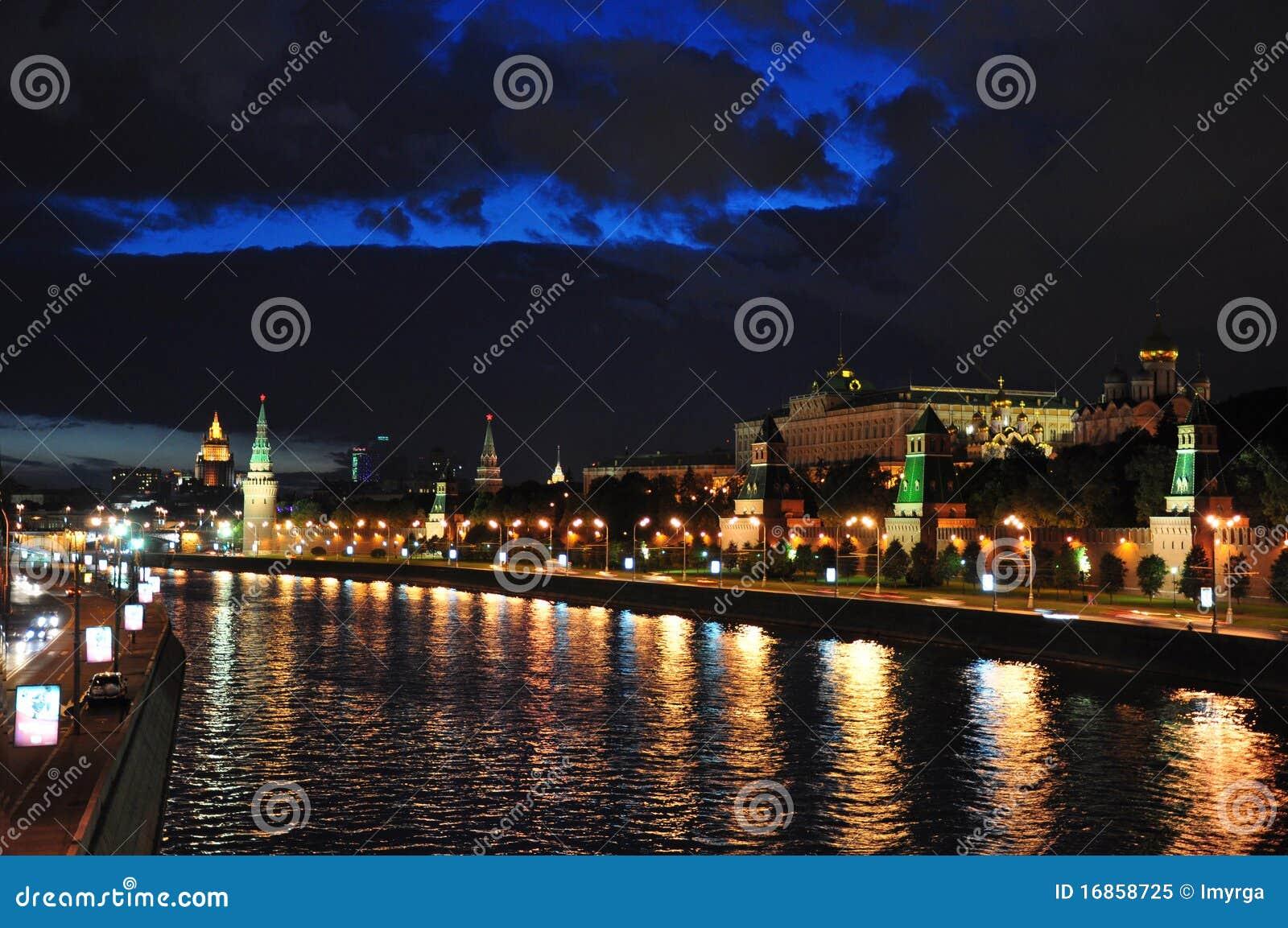 Terraplenagem de Kremlin e terraplenagem de Sófia.