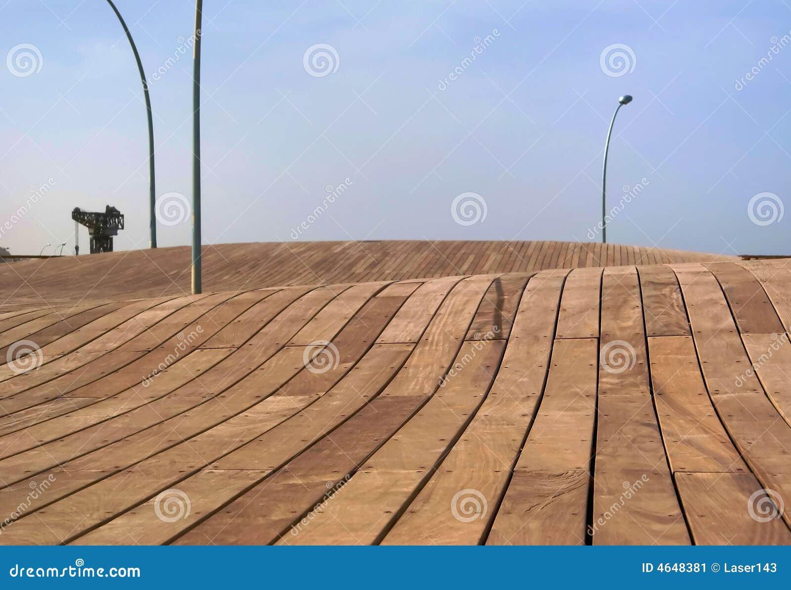 Terraplenagem de madeira