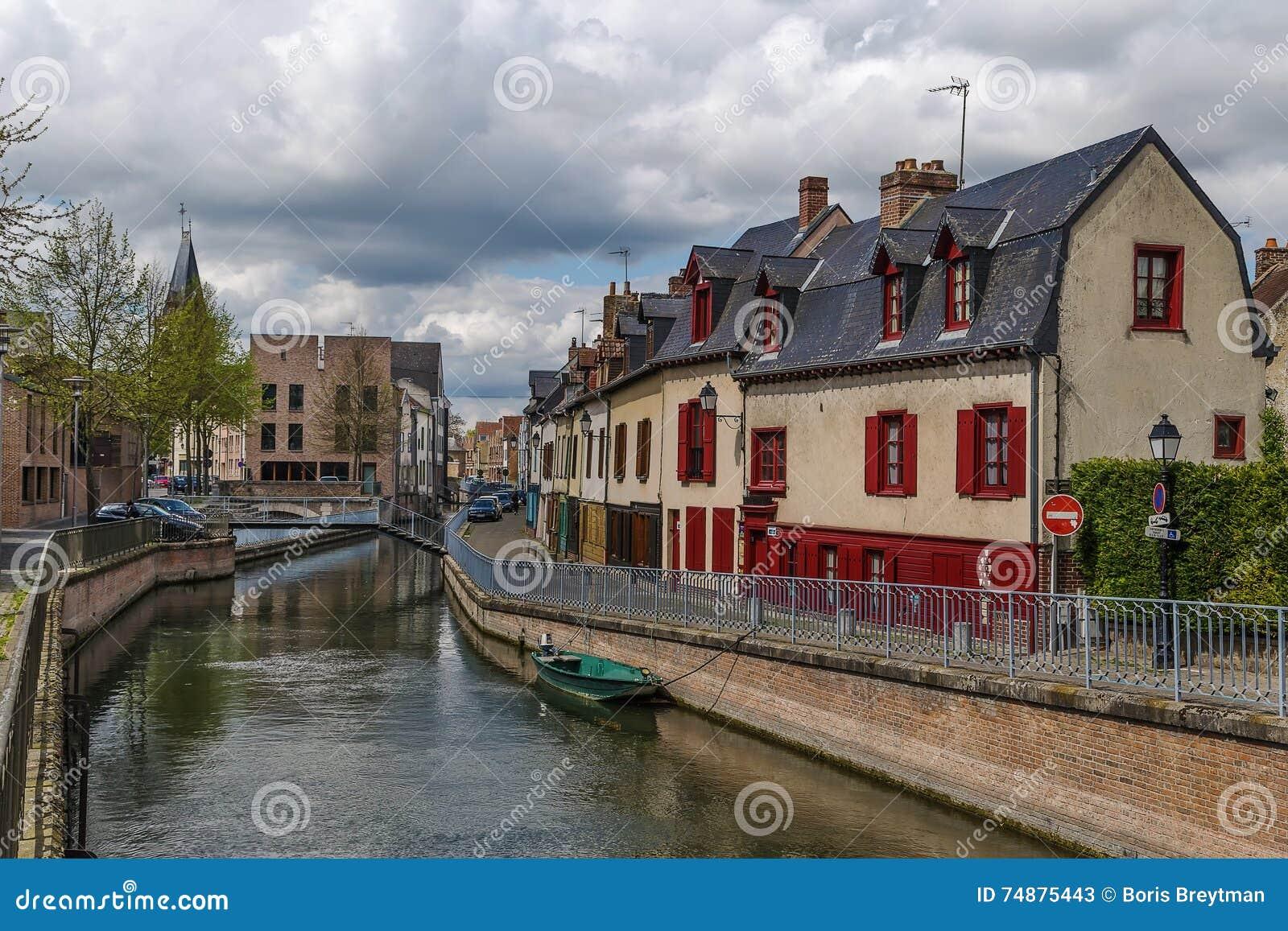 Terraplenagem em Amiens, França