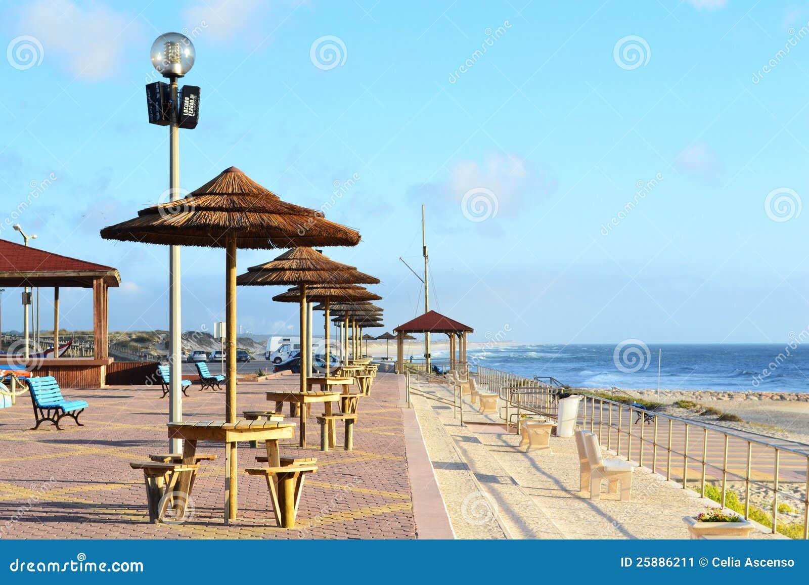 Terras op het strand van het feest van praia da stock afbeelding afbeelding 25886211 - Model van het terras ...