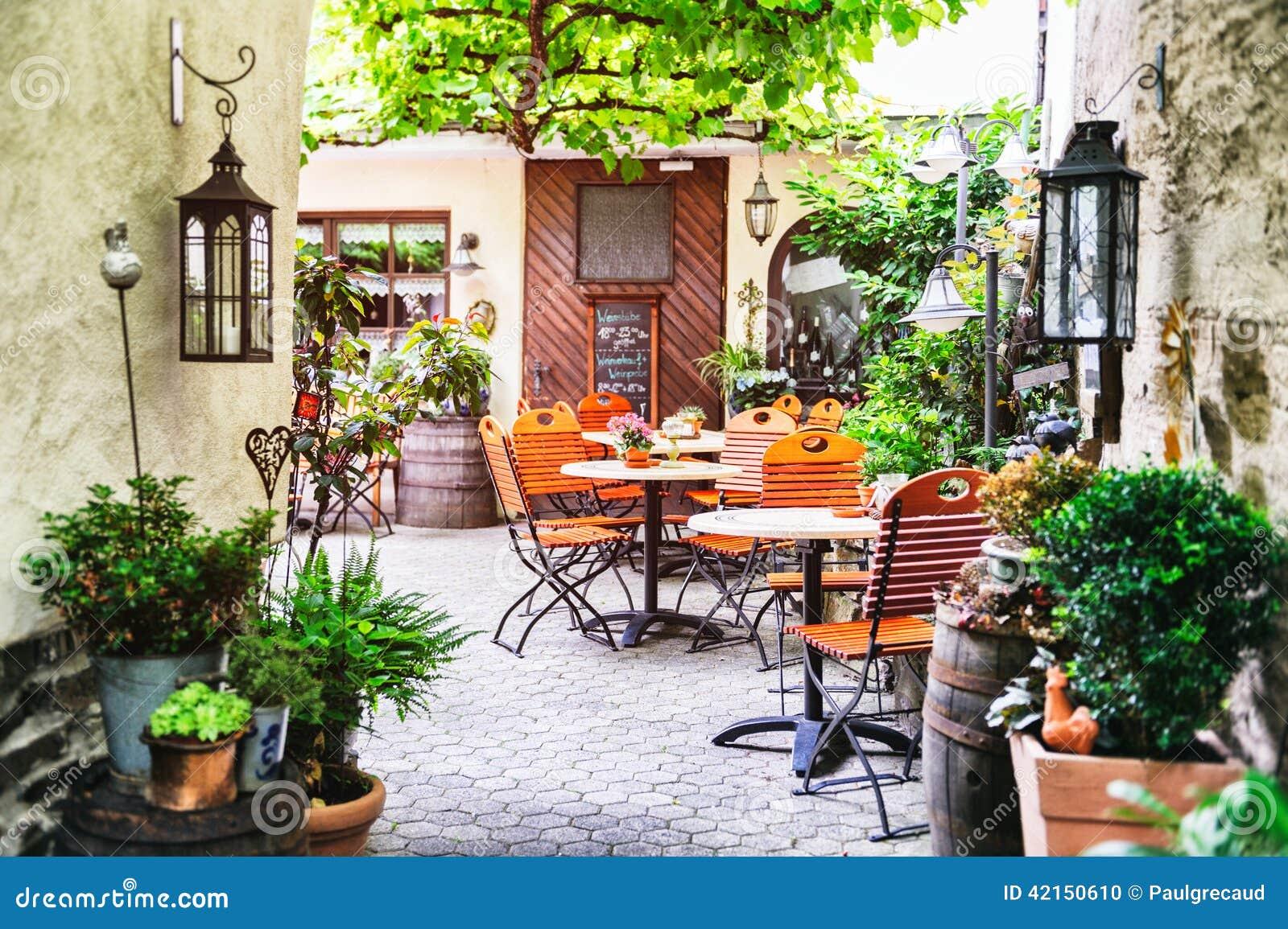 terrasse de caf d 39 t photo stock image 42150610. Black Bedroom Furniture Sets. Home Design Ideas