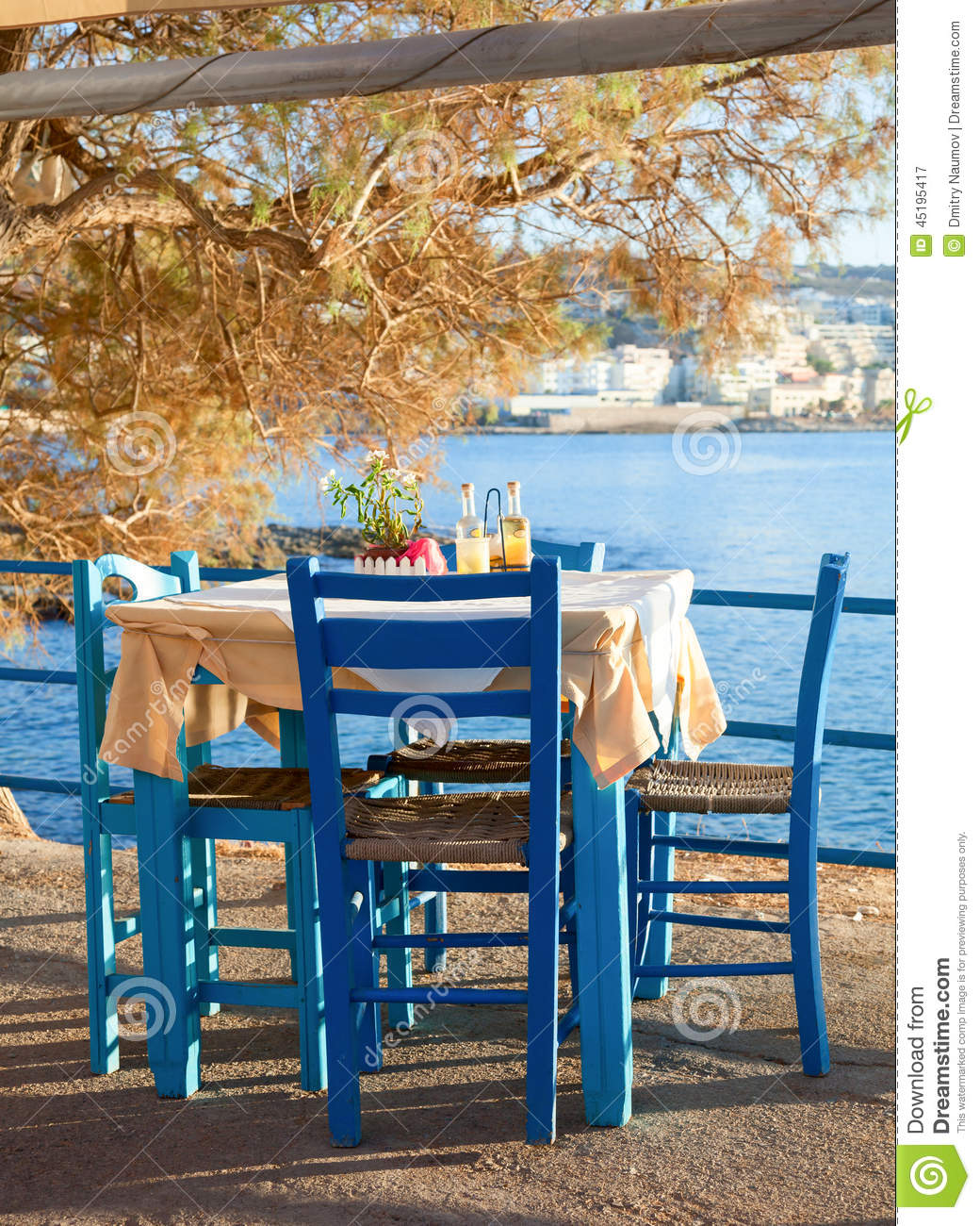 August 2014 Cpo Offers Table Jpg: Terrasse De Café De Bord De La Mer Image Stock