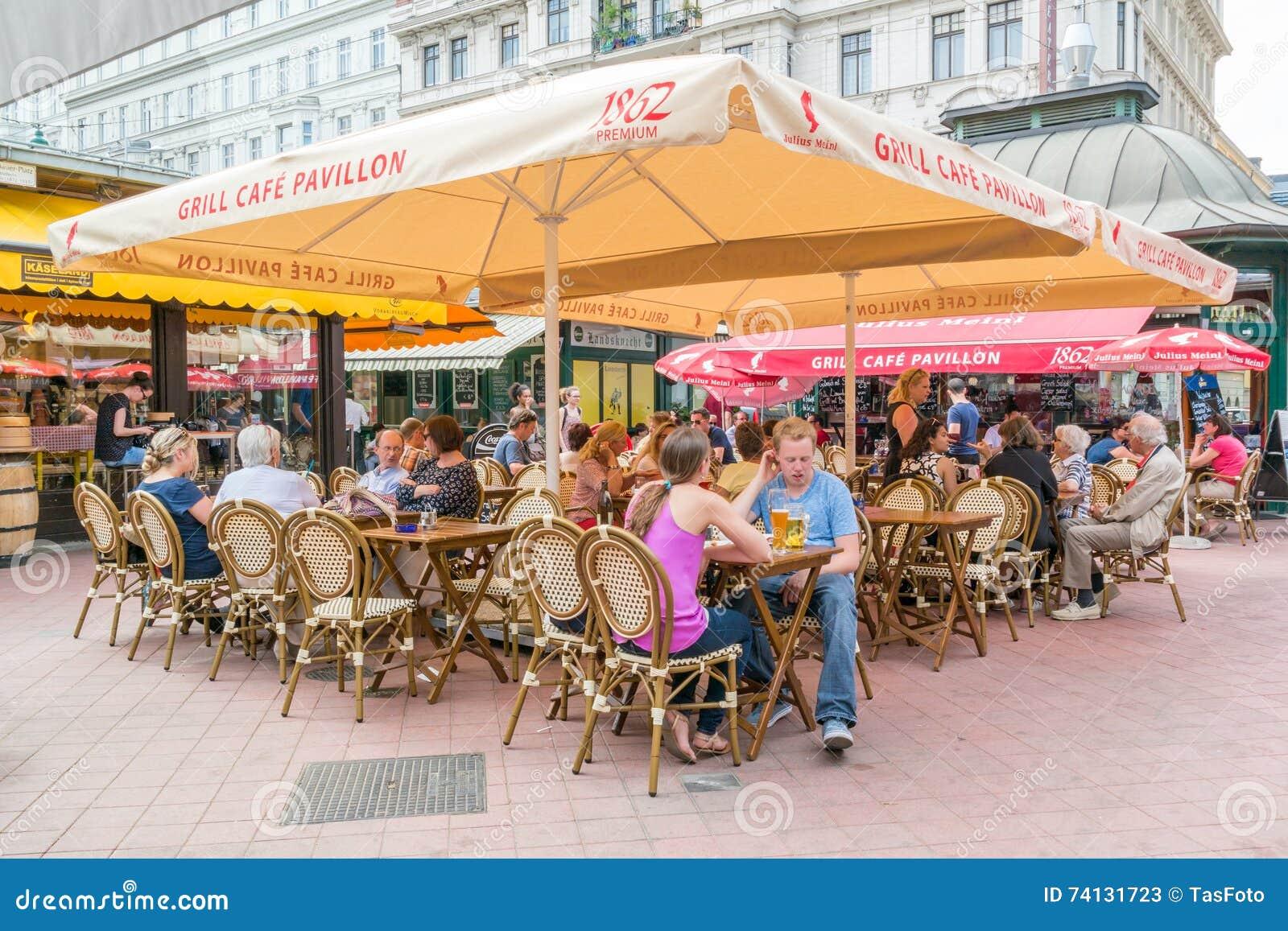 Terrasse De Café Sur Naschmarkt à Vienne Autriche Photo